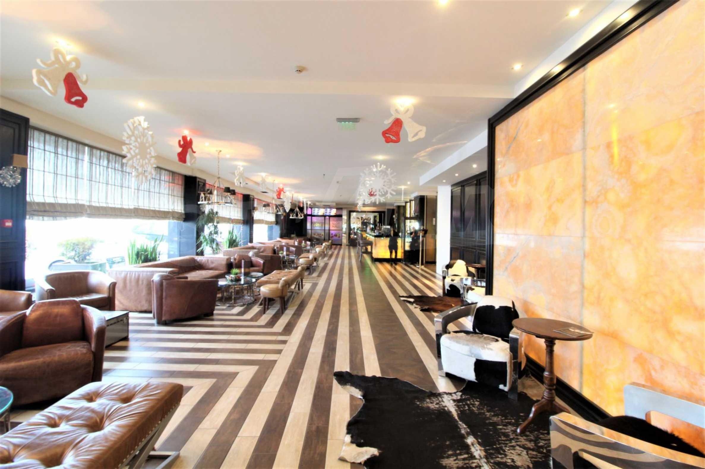 Обзаведен тристаен апартамент в луксозен комплекс Гранд Хотел Банско 21