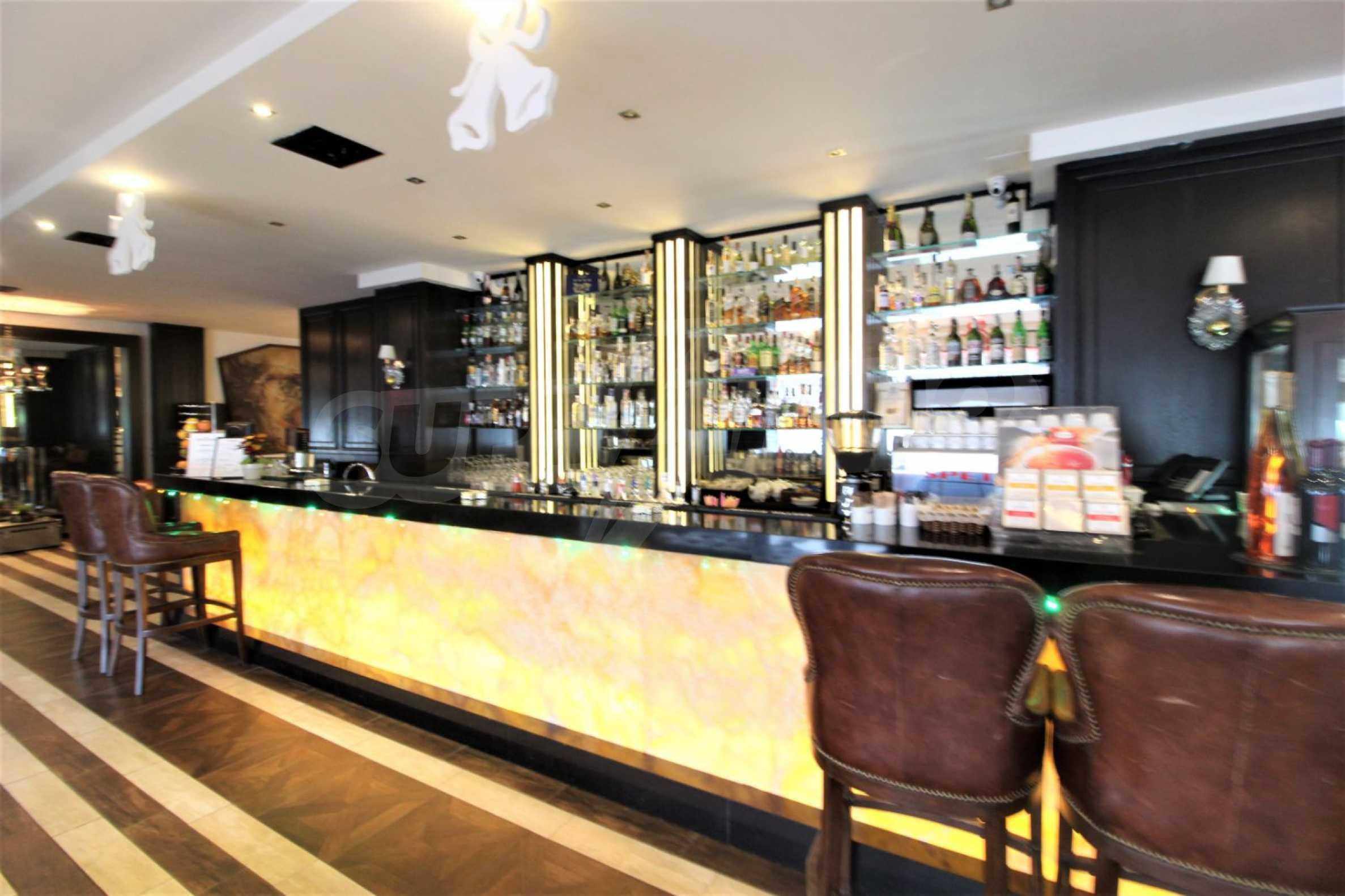 Обзаведен тристаен апартамент в луксозен комплекс Гранд Хотел Банско 22