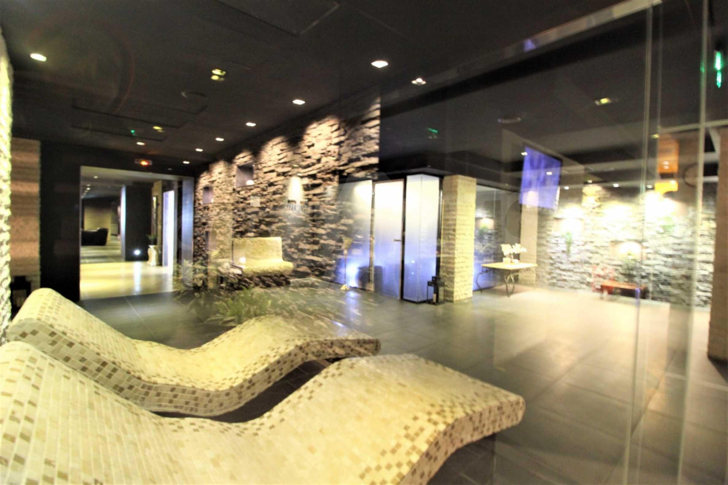Обзаведен тристаен апартамент в луксозен комплекс Гранд Хотел Банско 25
