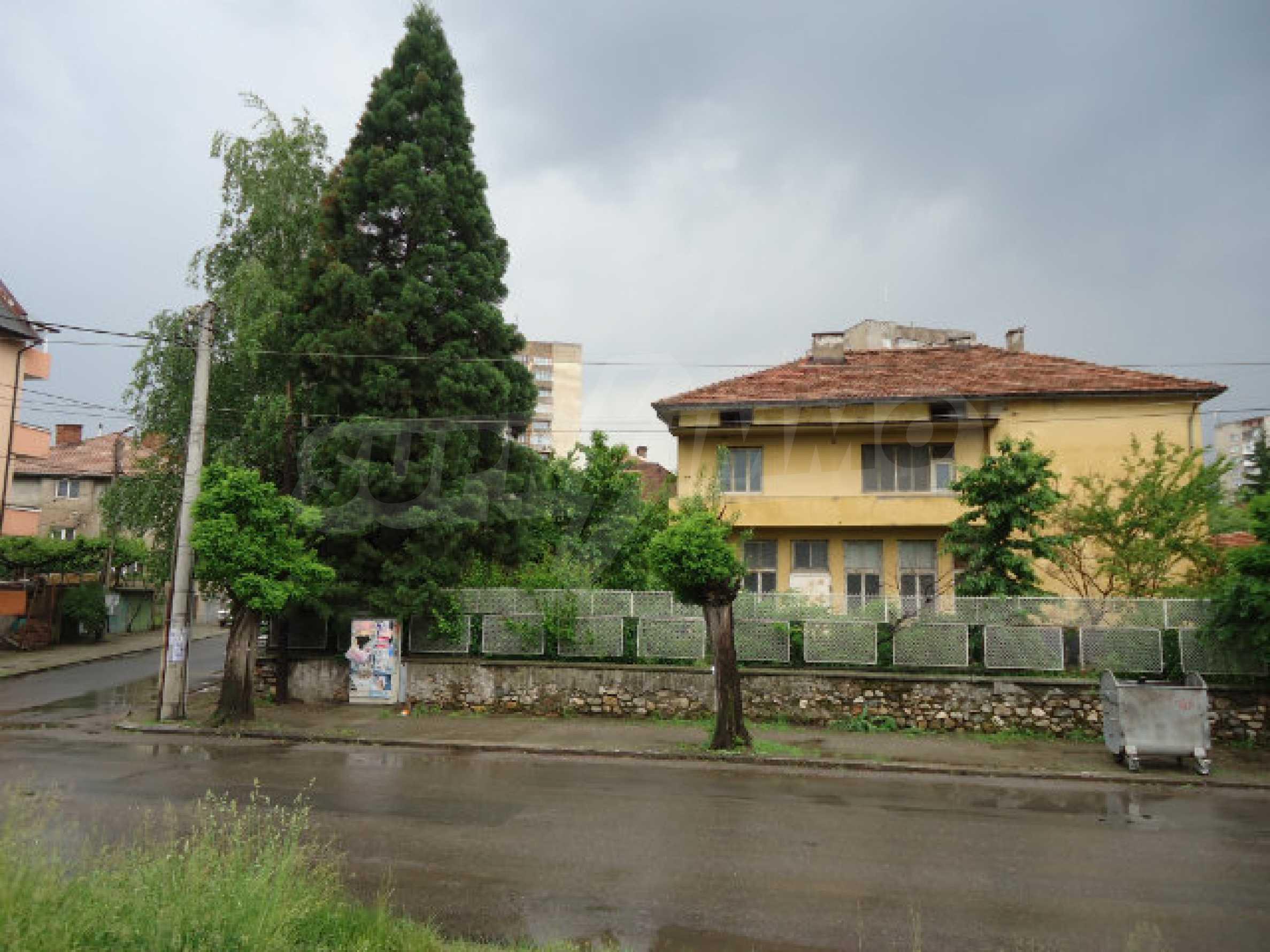 Сграда с парцел в гр. Кюстендил