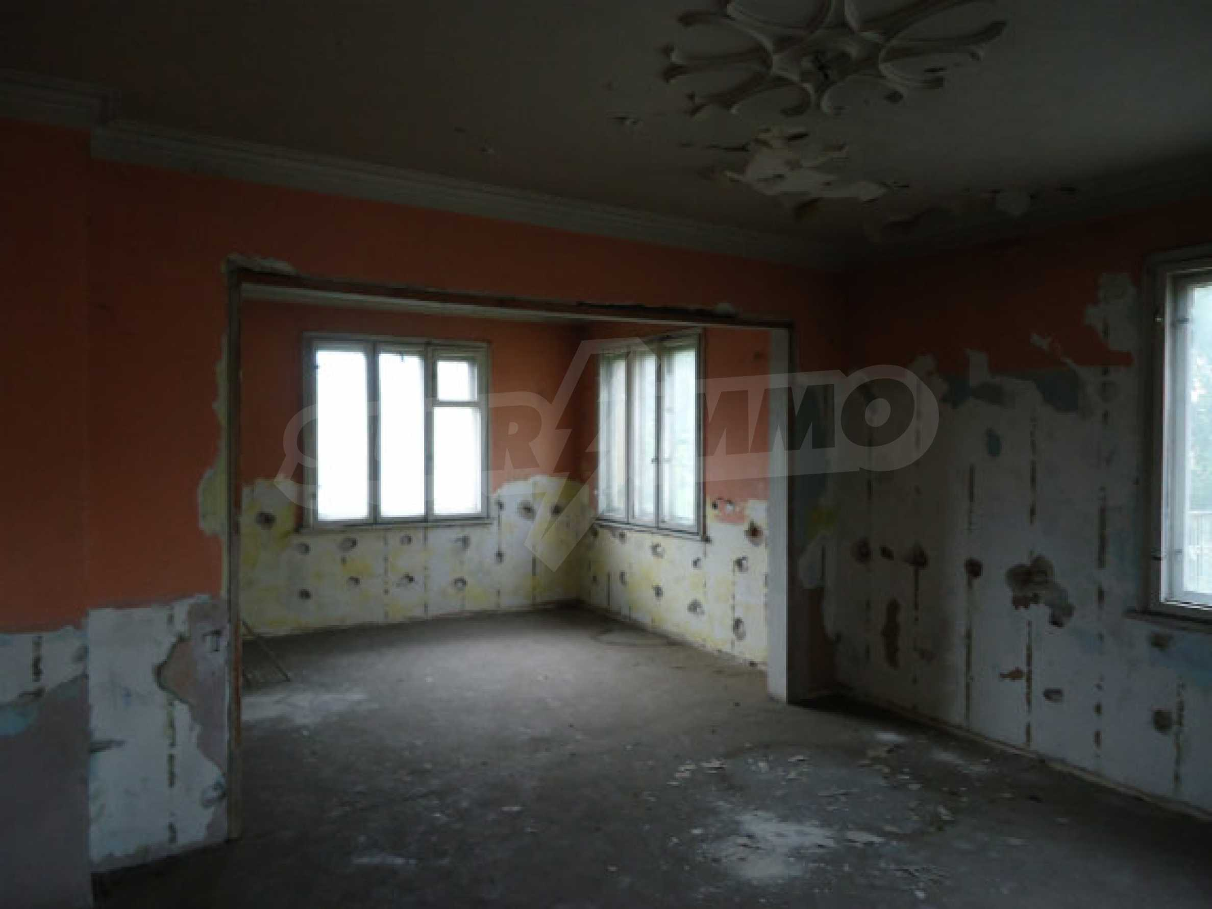 Сграда с парцел в гр. Кюстендил 6
