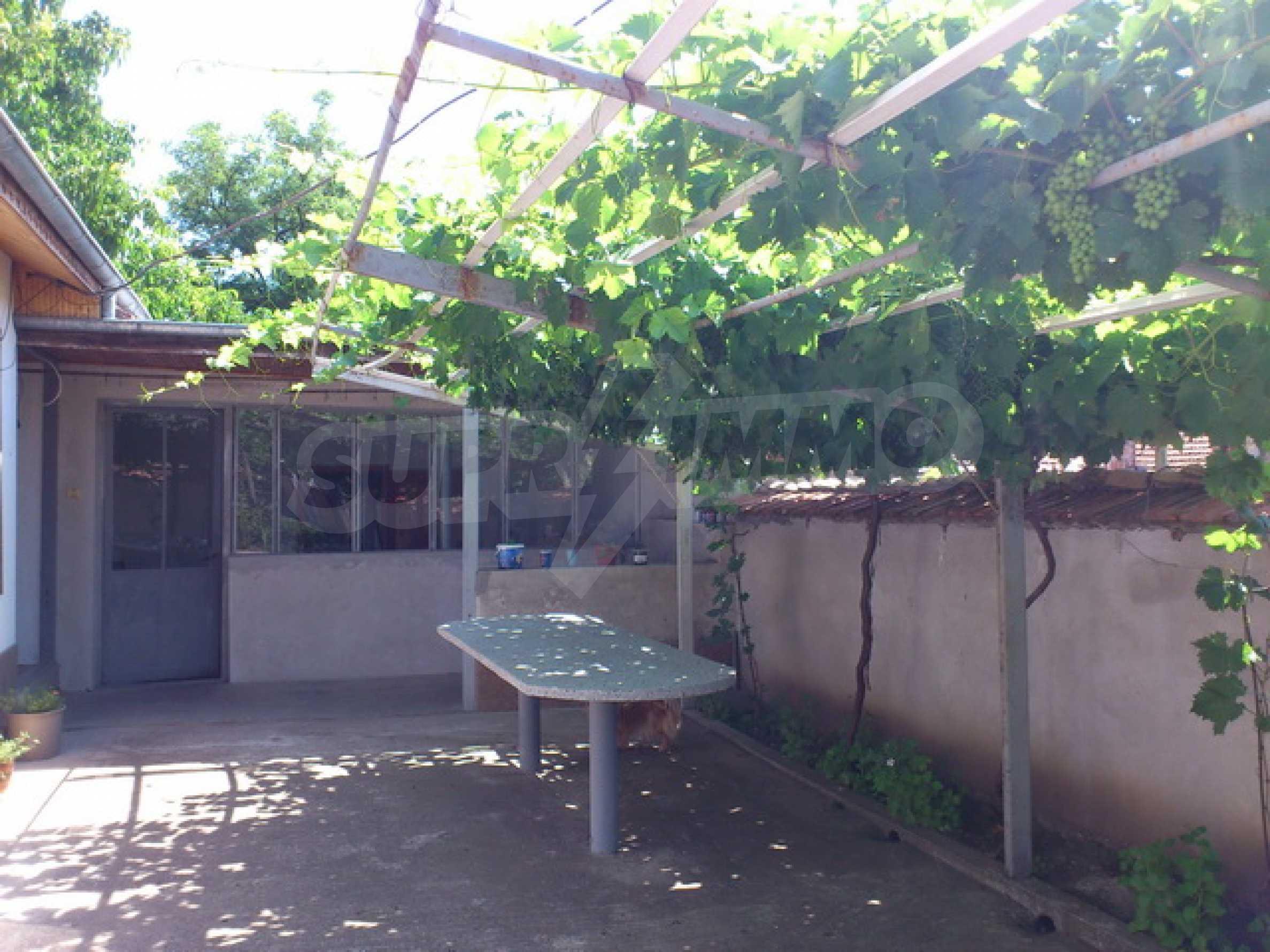 Отремонтированный дом в отличном состоянии, в деревне в 45 км. от Велико Тырново 30