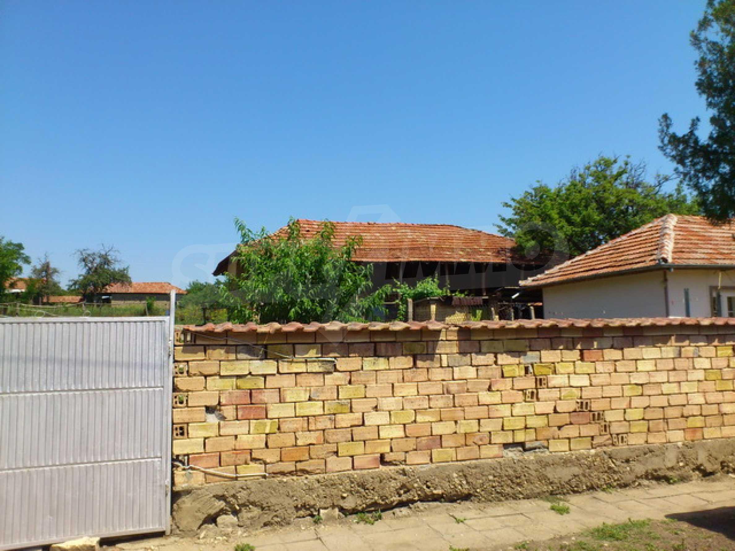 Отремонтированный дом в отличном состоянии, в деревне в 45 км. от Велико Тырново 37