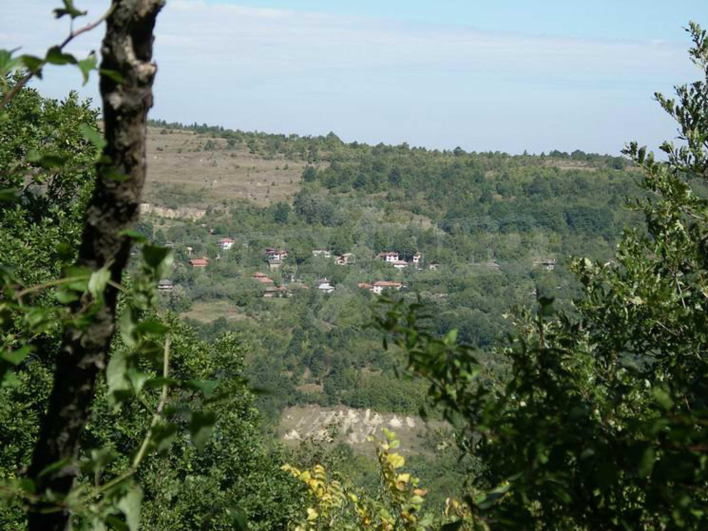 Старая  школа, построенная из камня, в чистом районе между городами Дряново и Трявна 6
