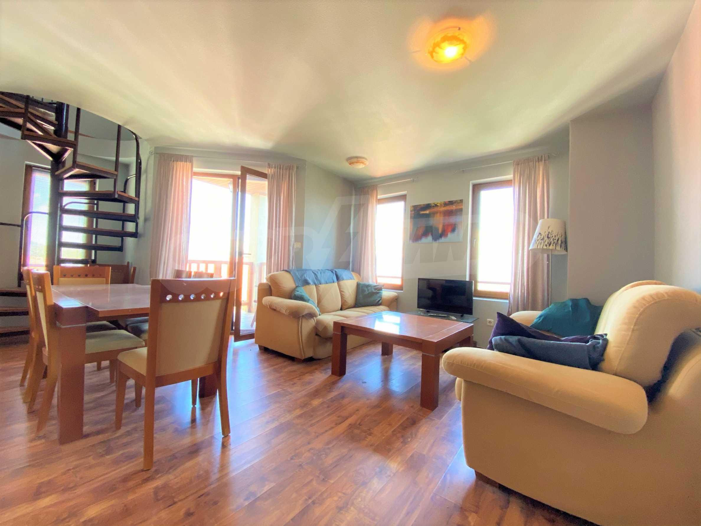 Апартамент с три спални с уникална панорамна гледка към Пирин планина в луксозен комплекс