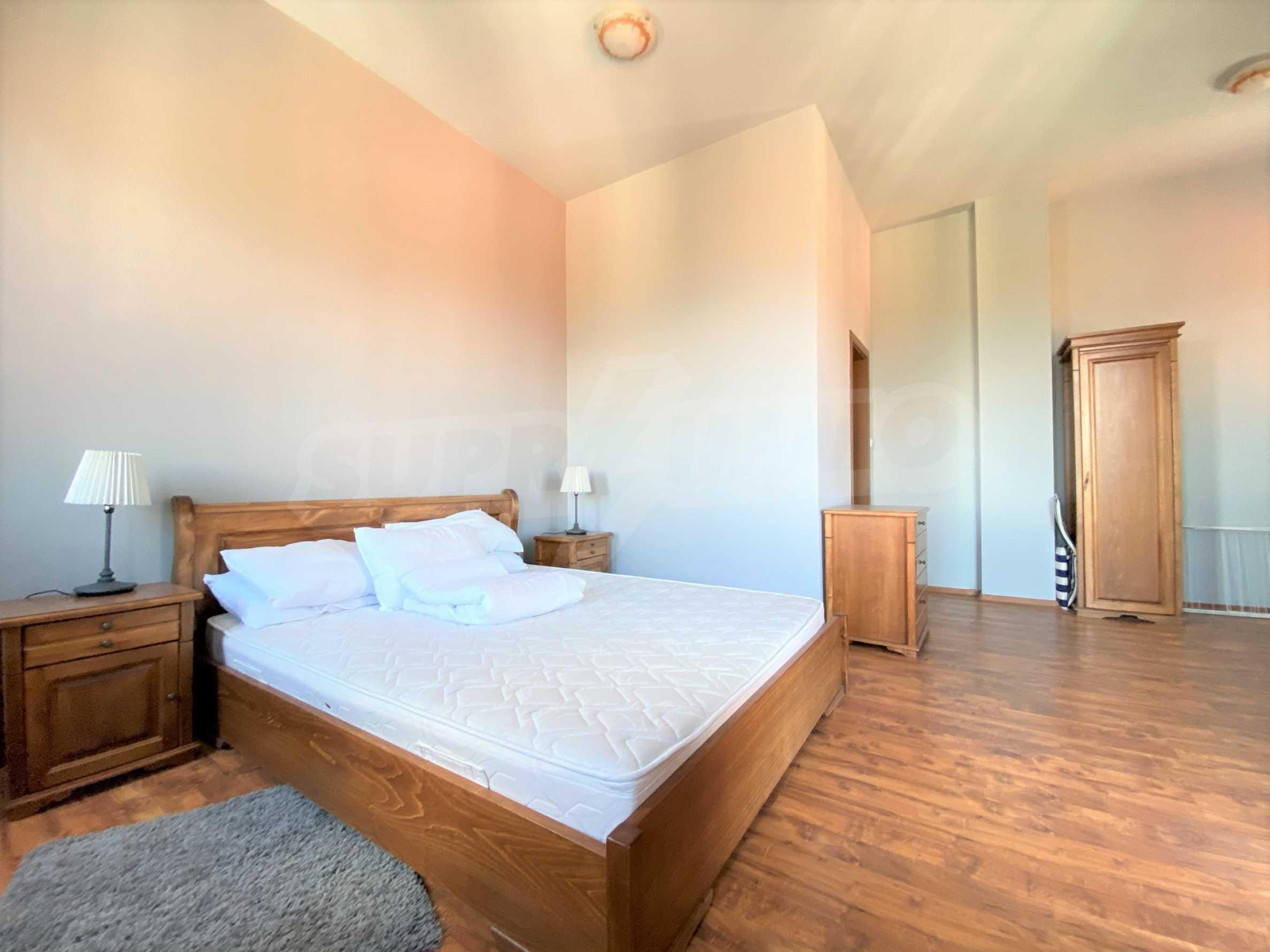 Апартамент с три спални с уникална панорамна гледка към Пирин планина в луксозен комплекс 9