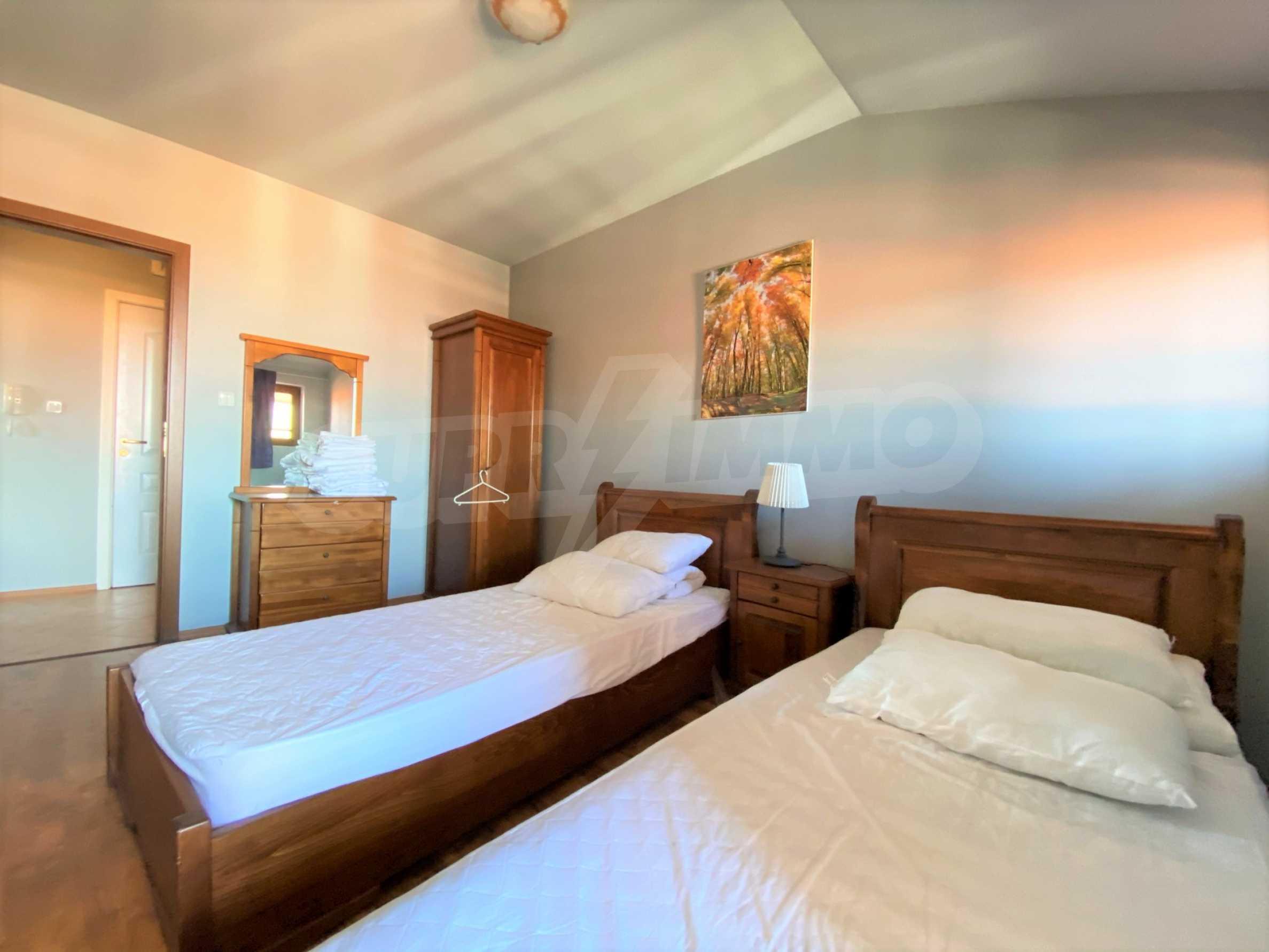 Апартамент с три спални с уникална панорамна гледка към Пирин планина в луксозен комплекс 10