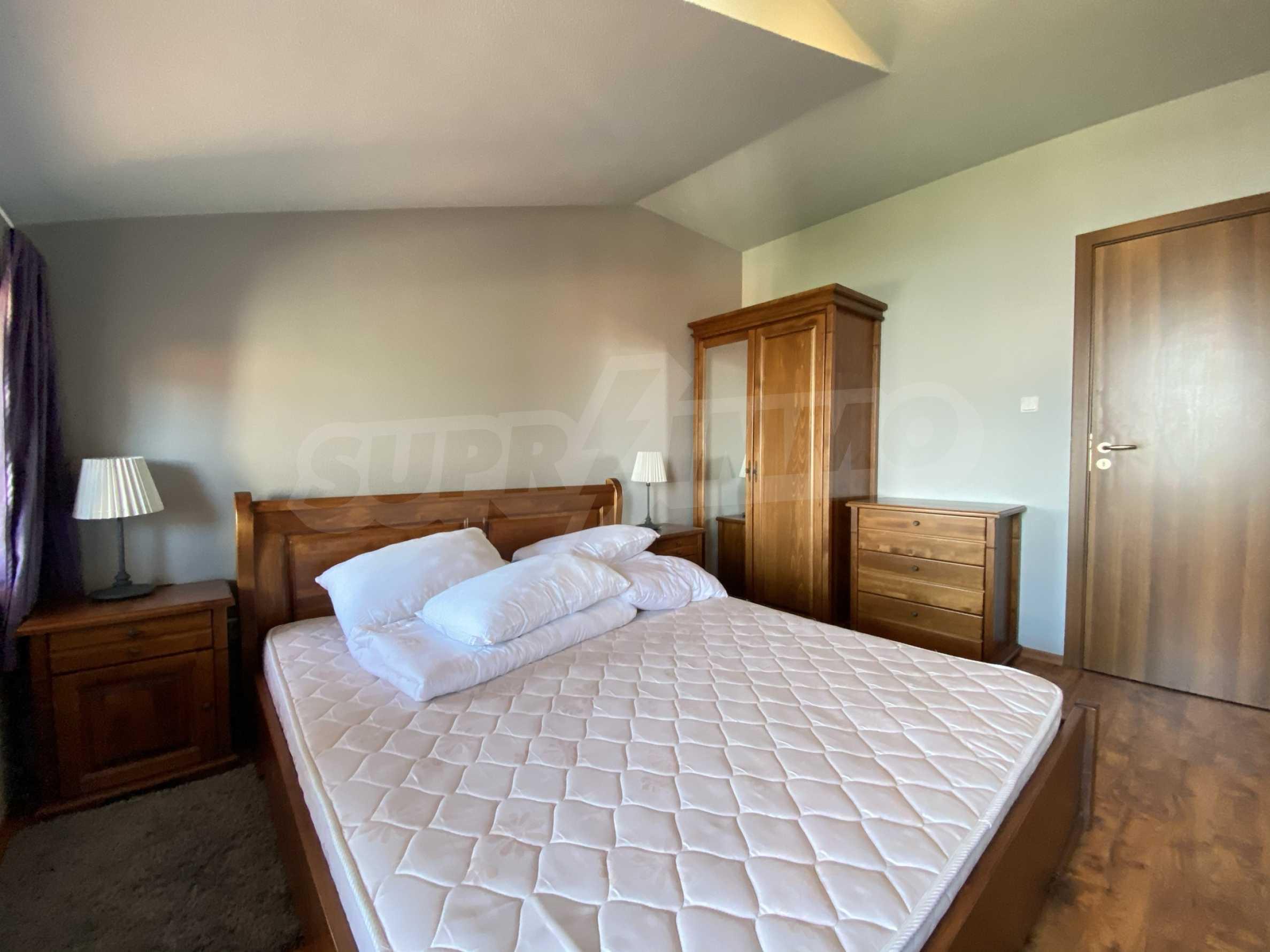 Апартамент с три спални с уникална панорамна гледка към Пирин планина в луксозен комплекс 13