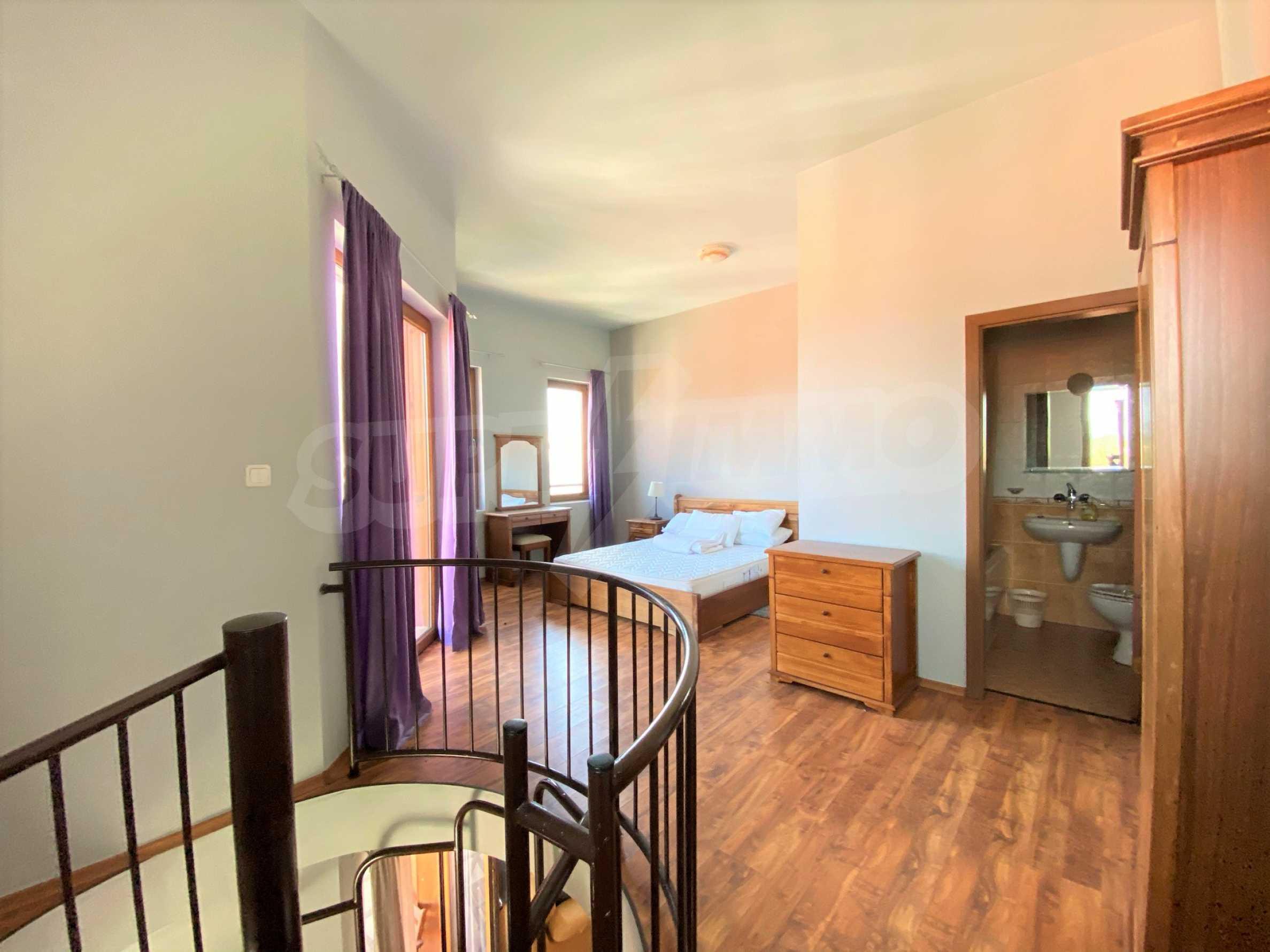Апартамент с три спални с уникална панорамна гледка към Пирин планина в луксозен комплекс 17