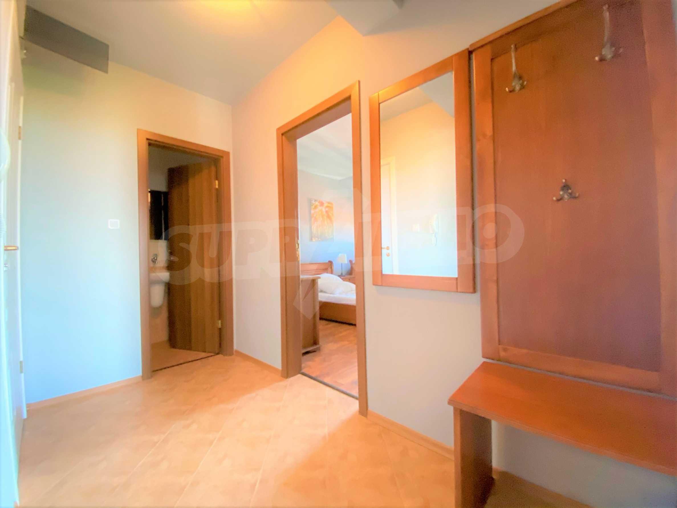 Апартамент с три спални с уникална панорамна гледка към Пирин планина в луксозен комплекс 19