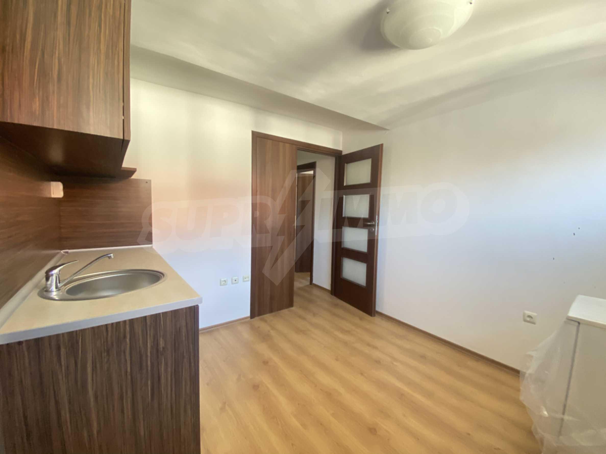 Необзаведен двустаен апартамент в СПА комплекс в Банско 1