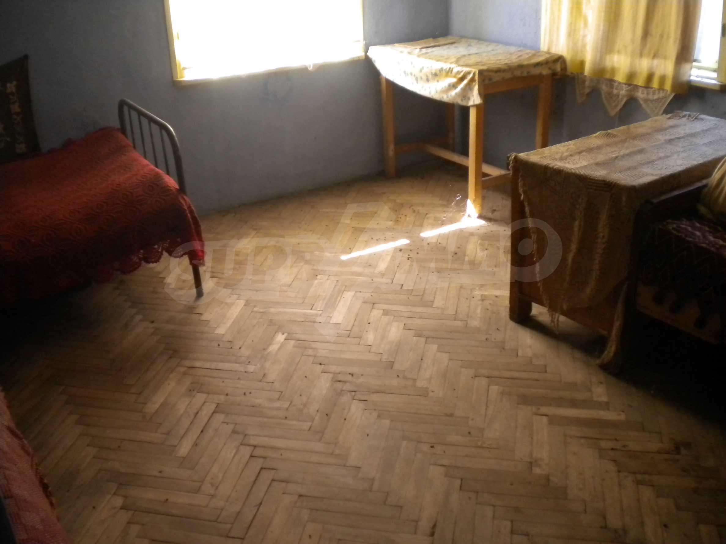 Къща на два етажа в полите на Стара планина близо до Белоградчик 9