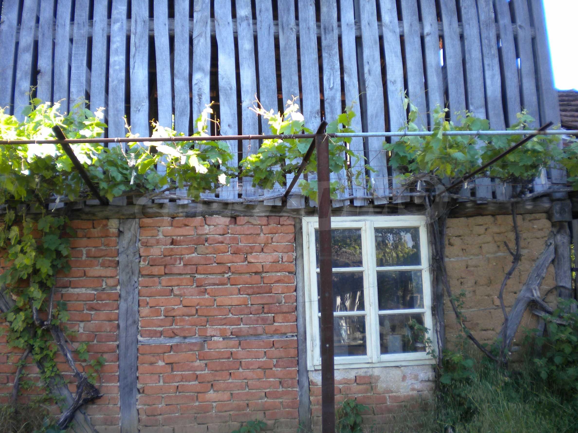 Къща на два етажа в полите на Стара планина близо до Белоградчик 15