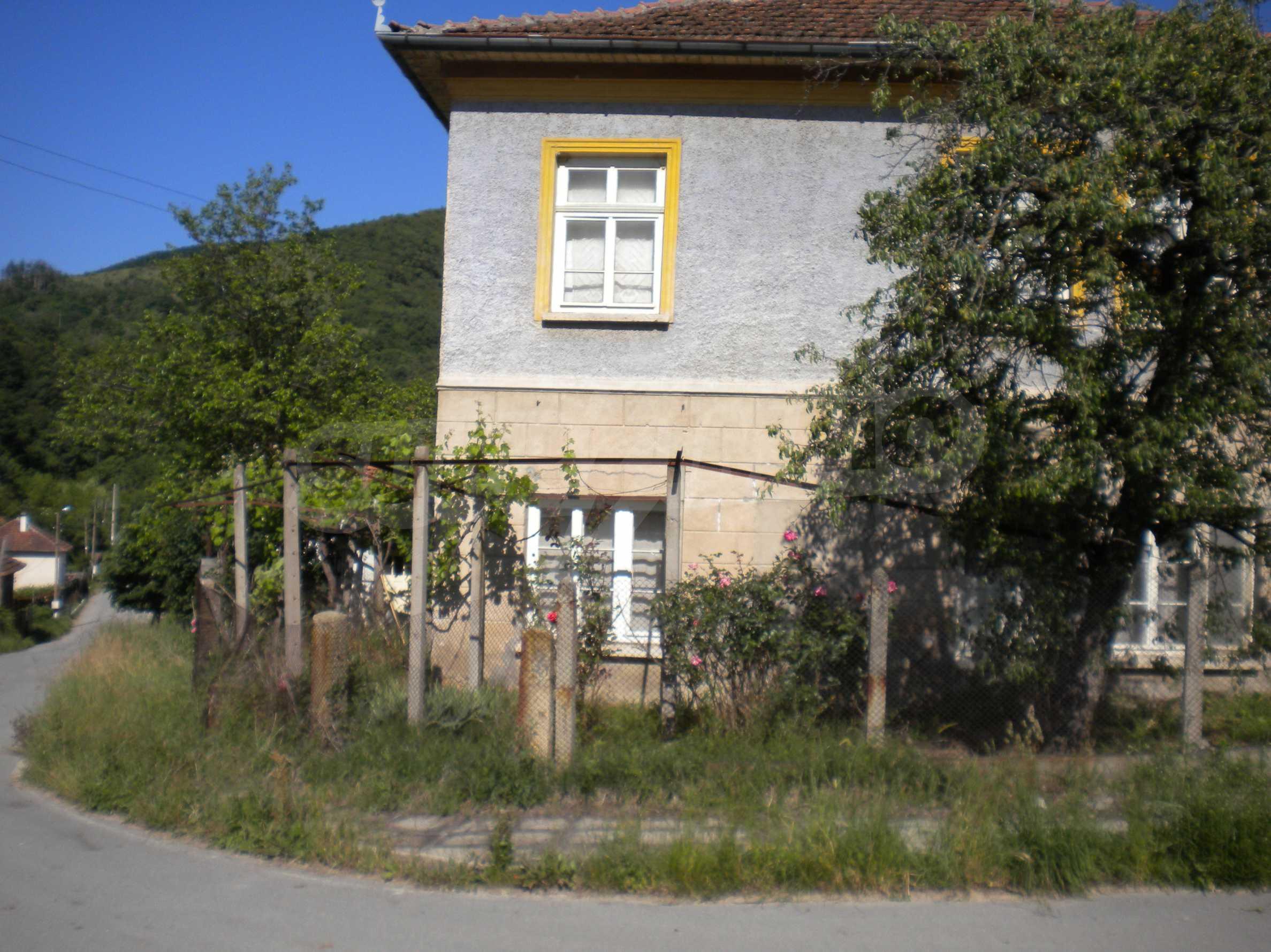 Къща на два етажа в полите на Стара планина близо до Белоградчик 1