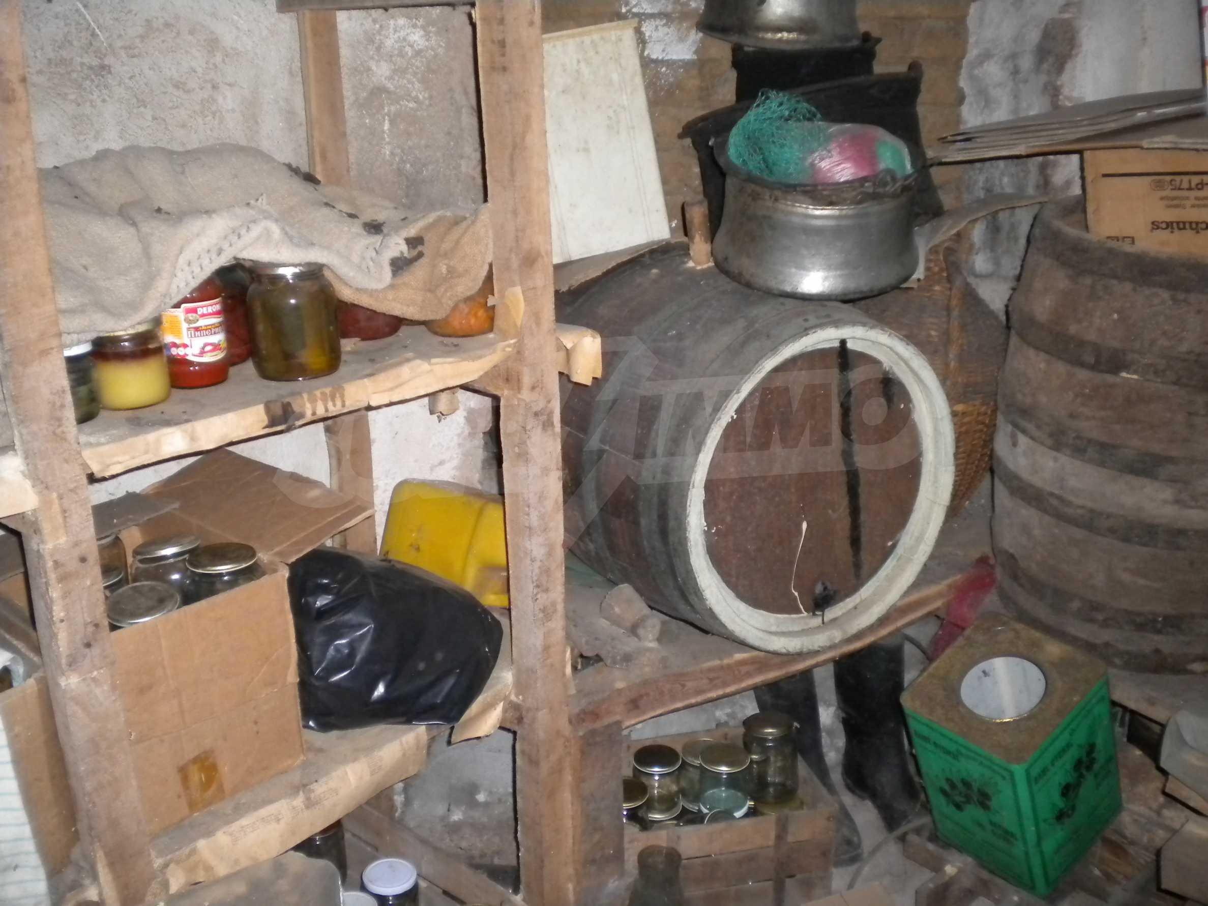 Къща на два етажа в полите на Стара планина близо до Белоградчик 20
