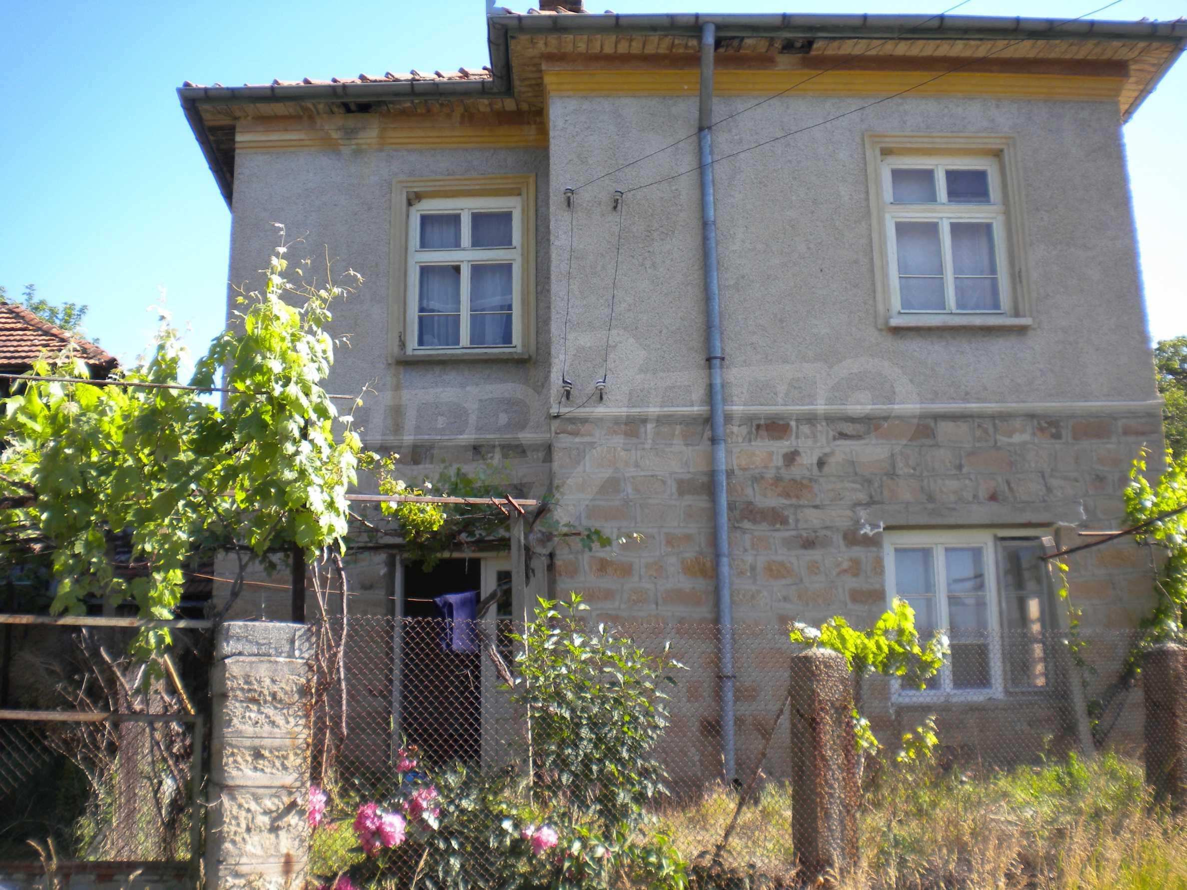 Къща на два етажа в полите на Стара планина близо до Белоградчик 4