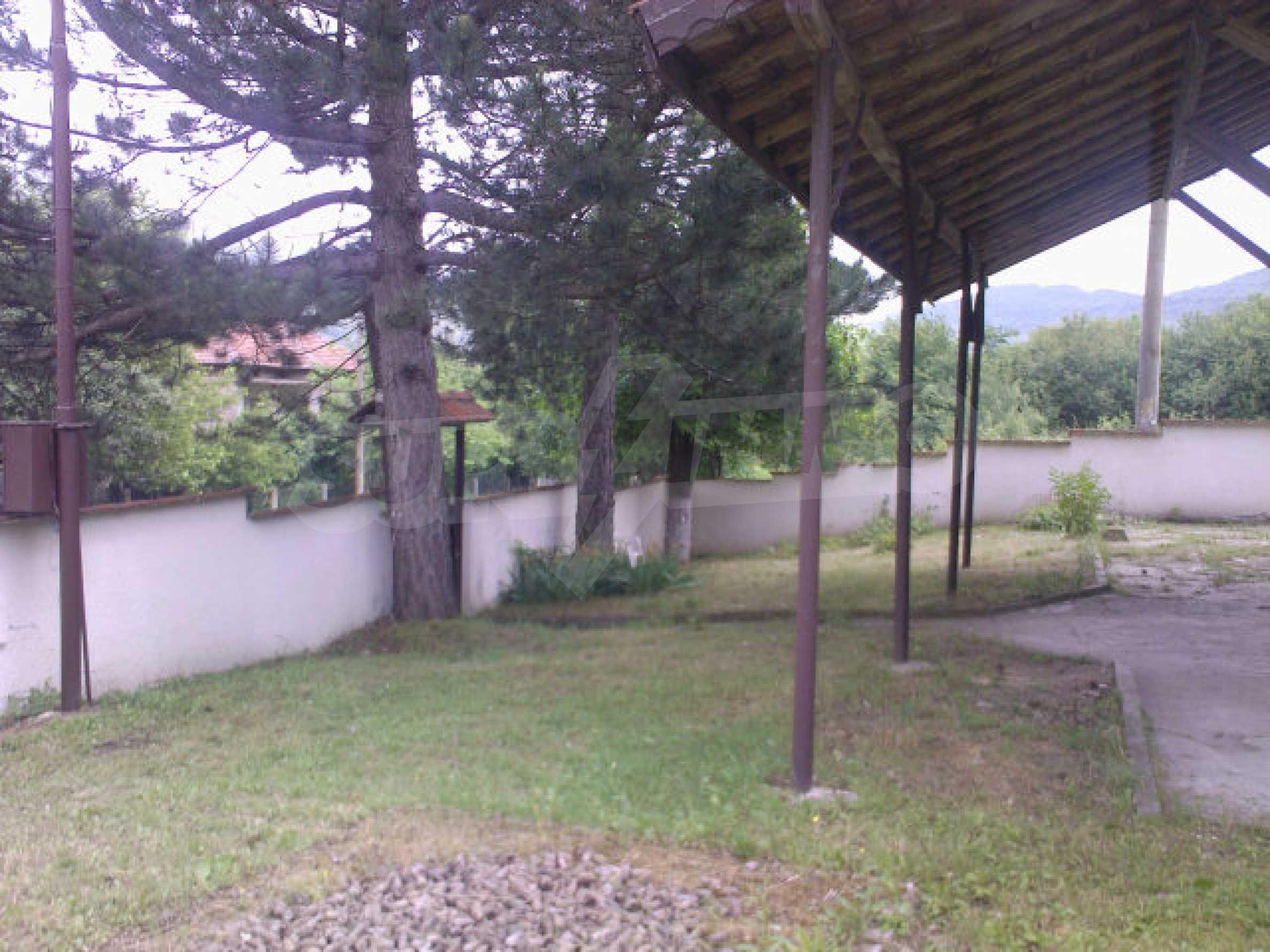 Къща на два етажа с голям двор 6