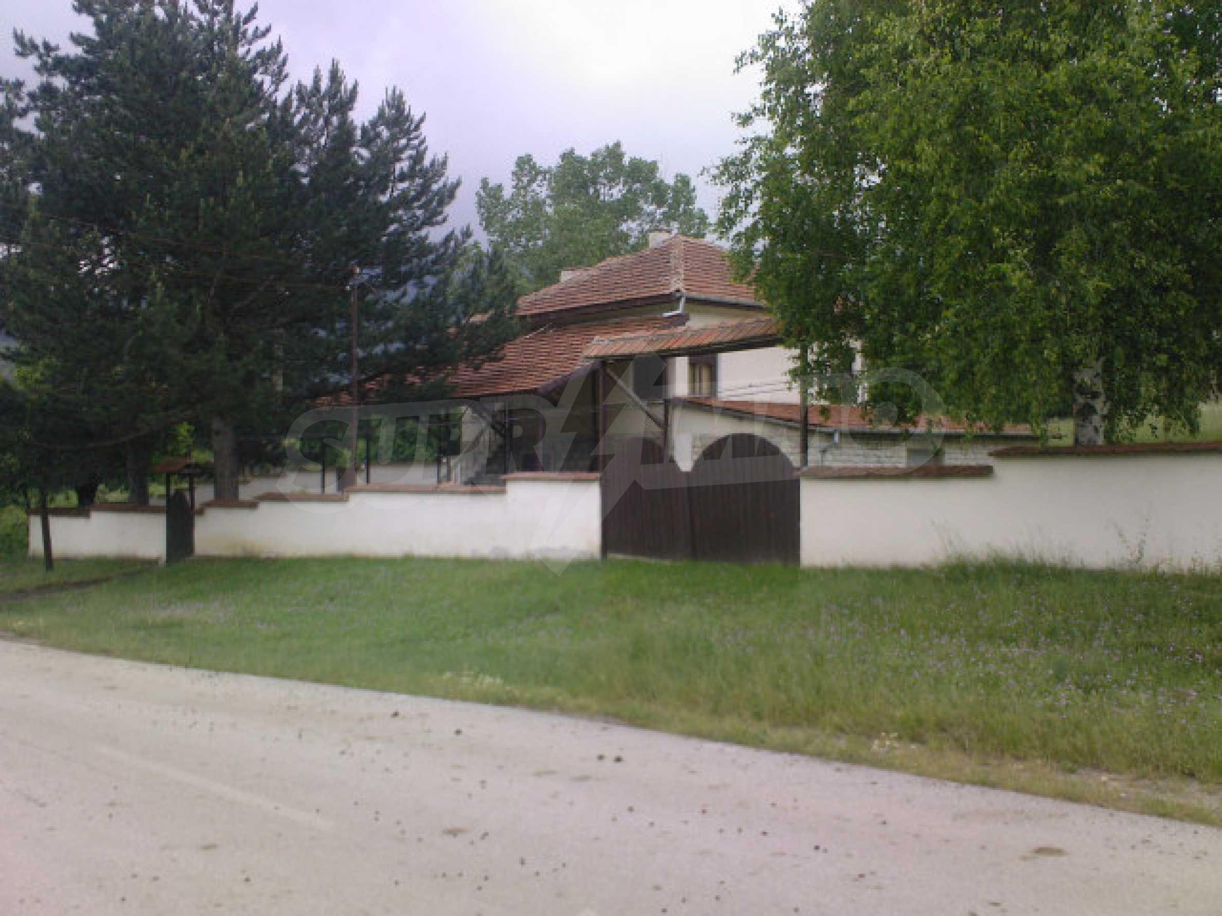 Къща на два етажа с голям двор 8