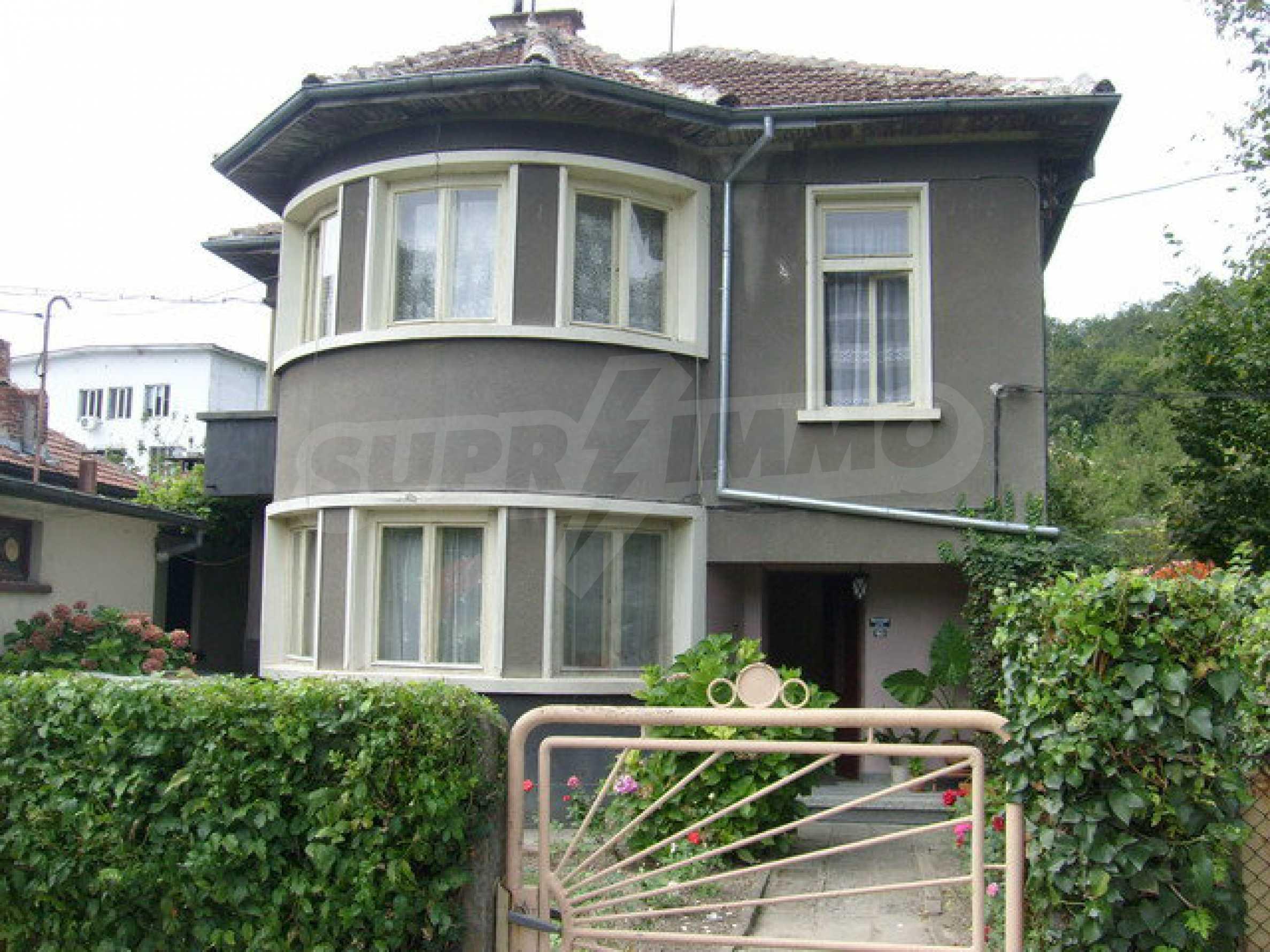 Zweigeschossiges Stadthaus, geeignet für zwei Familien in Gabrovo