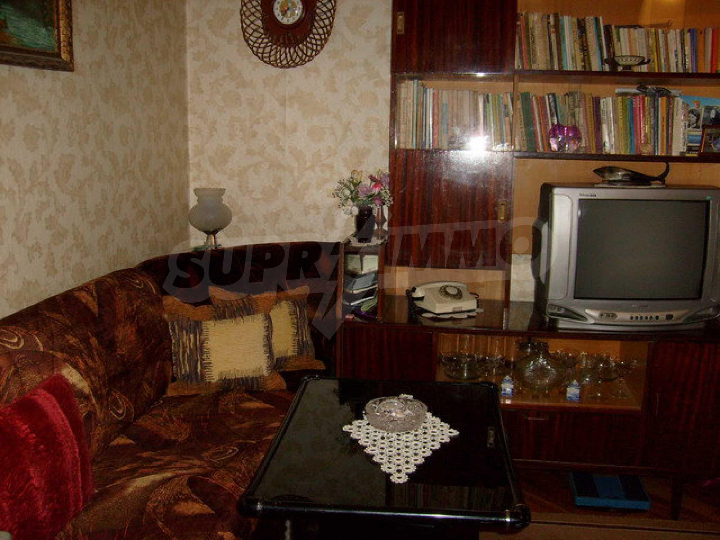 Zweigeschossiges Stadthaus, geeignet für zwei Familien in Gabrovo 10