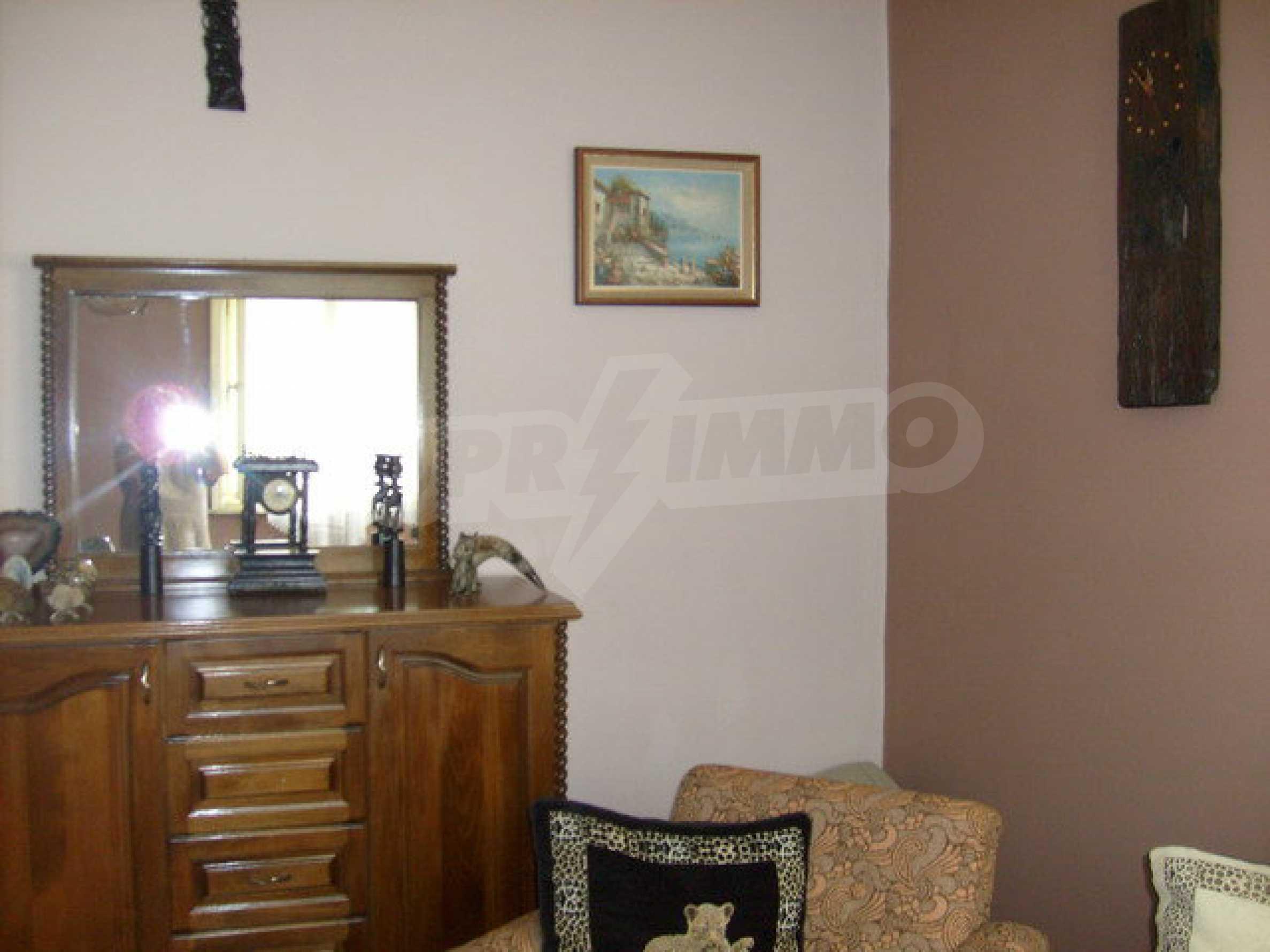 Zweigeschossiges Stadthaus, geeignet für zwei Familien in Gabrovo 13