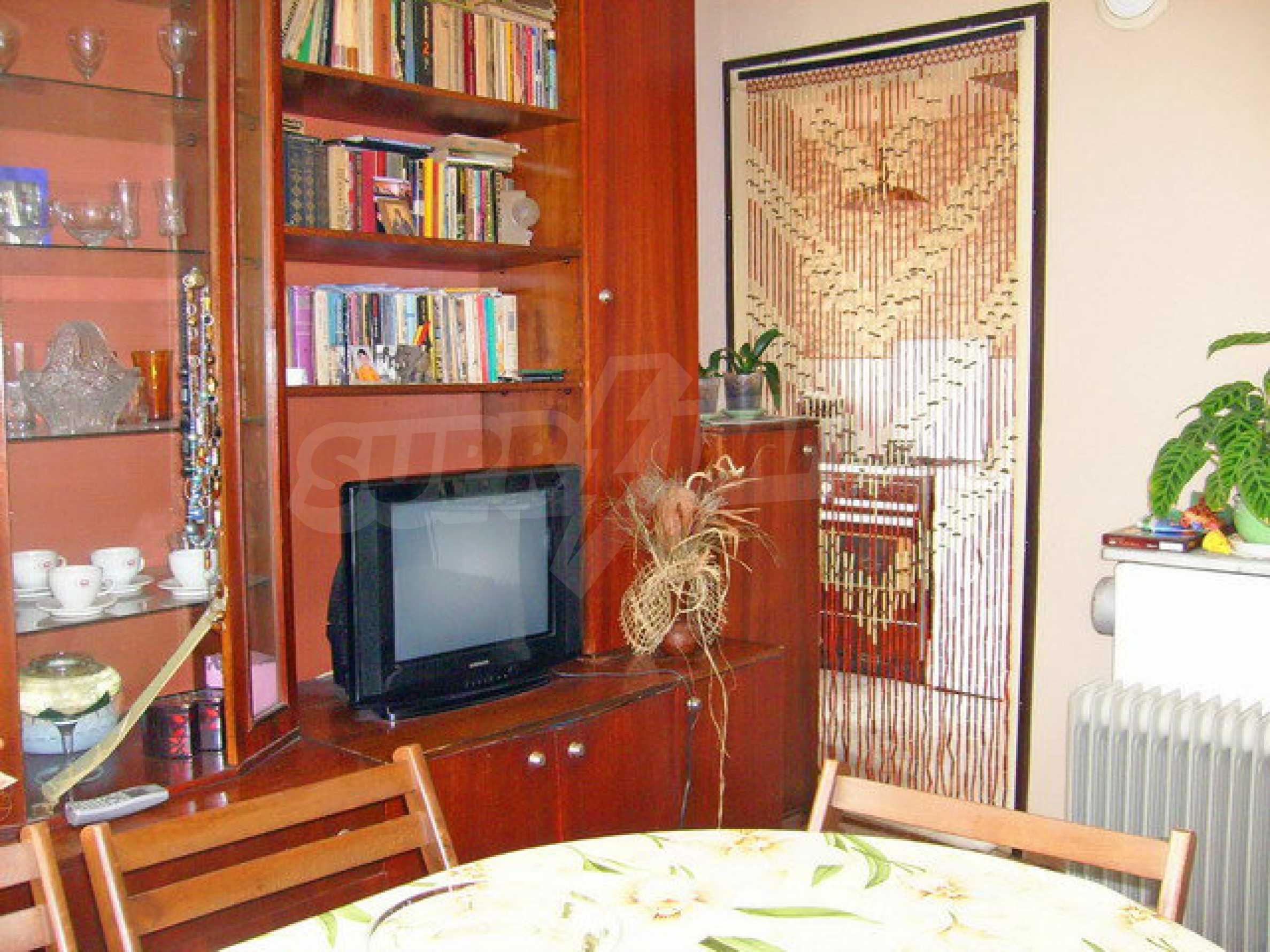Zweigeschossiges Stadthaus, geeignet für zwei Familien in Gabrovo 8