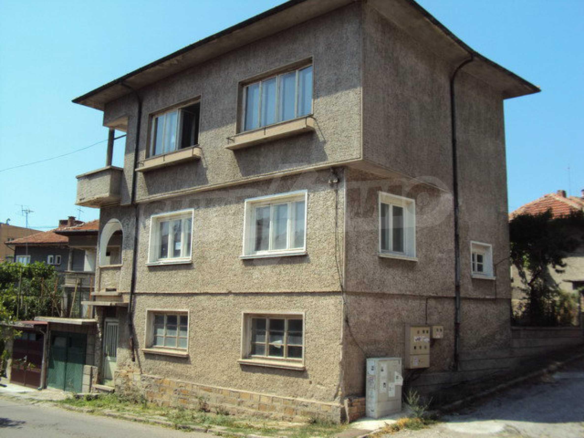Geräumiges Haus mit Hof, Garage und Nebengebäude in Dryanovo 1