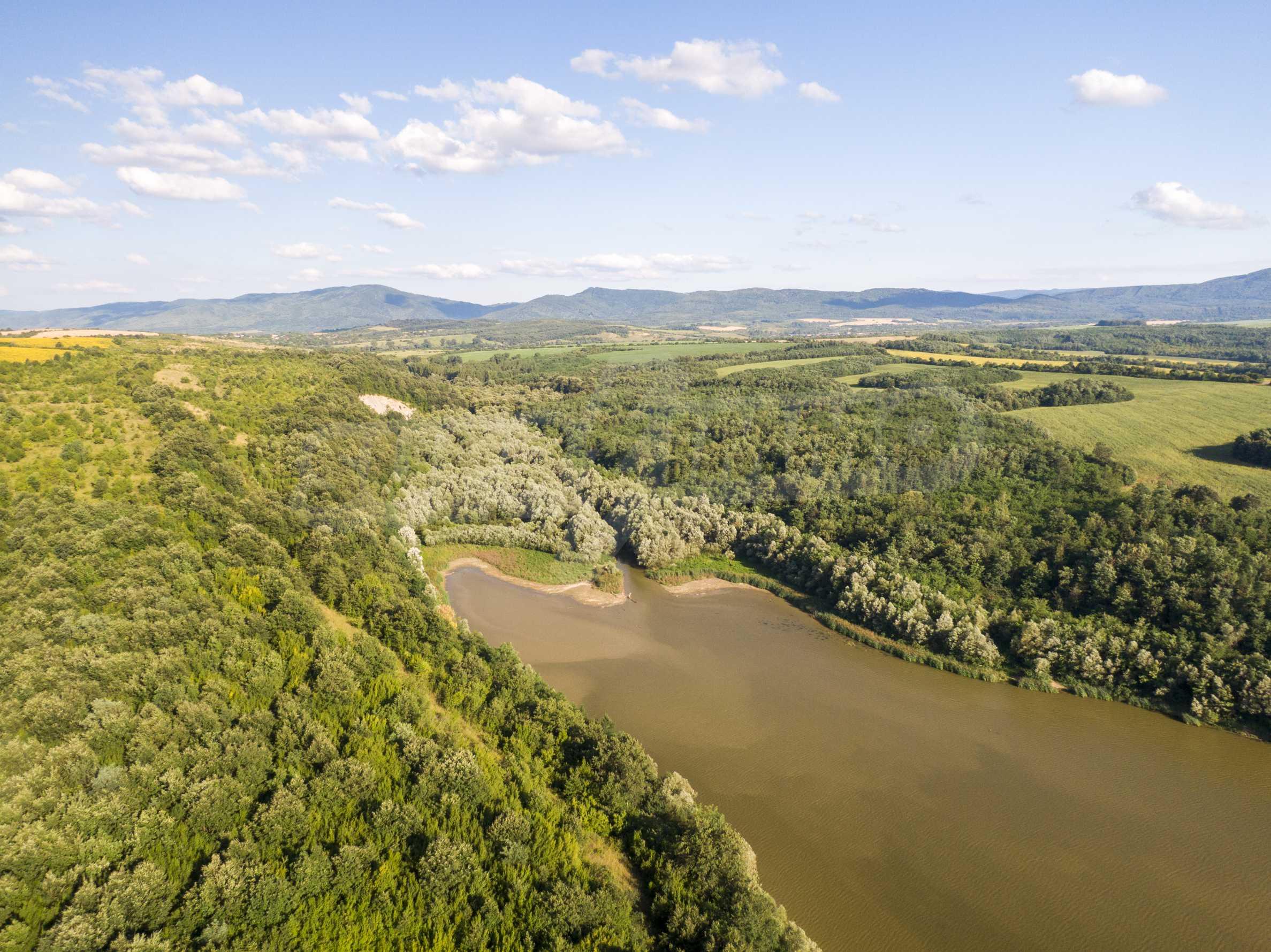 Язовир с прилежаща земя на 7 км от Велико Търново 15