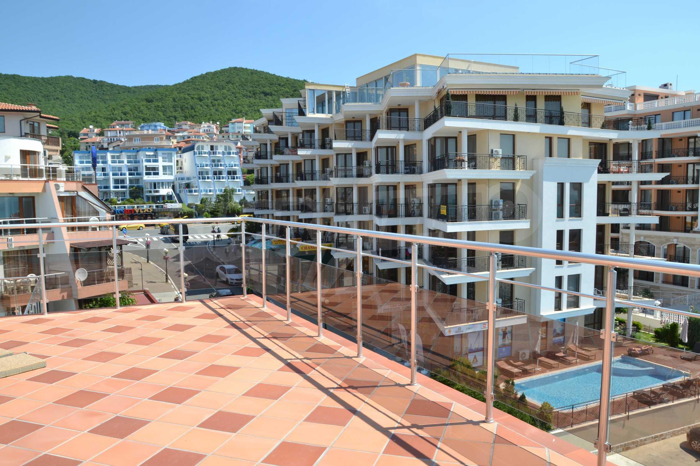 Тристайни апартаменти в комплекс от затворен тип в Свети Влас 28