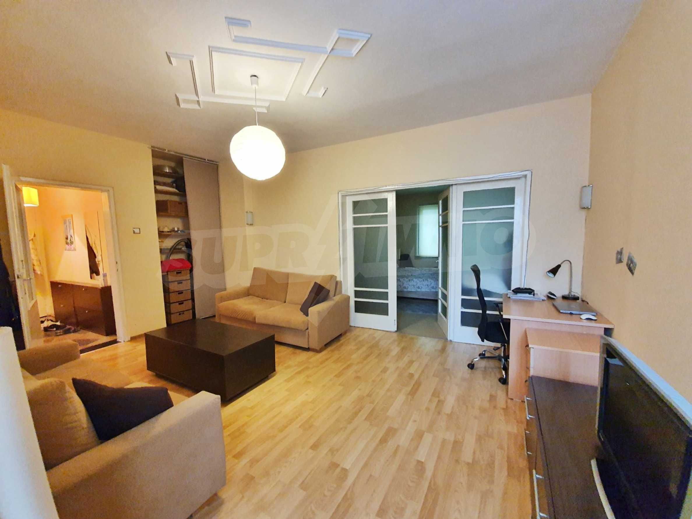 Тристаен апартамент Капитан - под наем в центъра на Варна 1