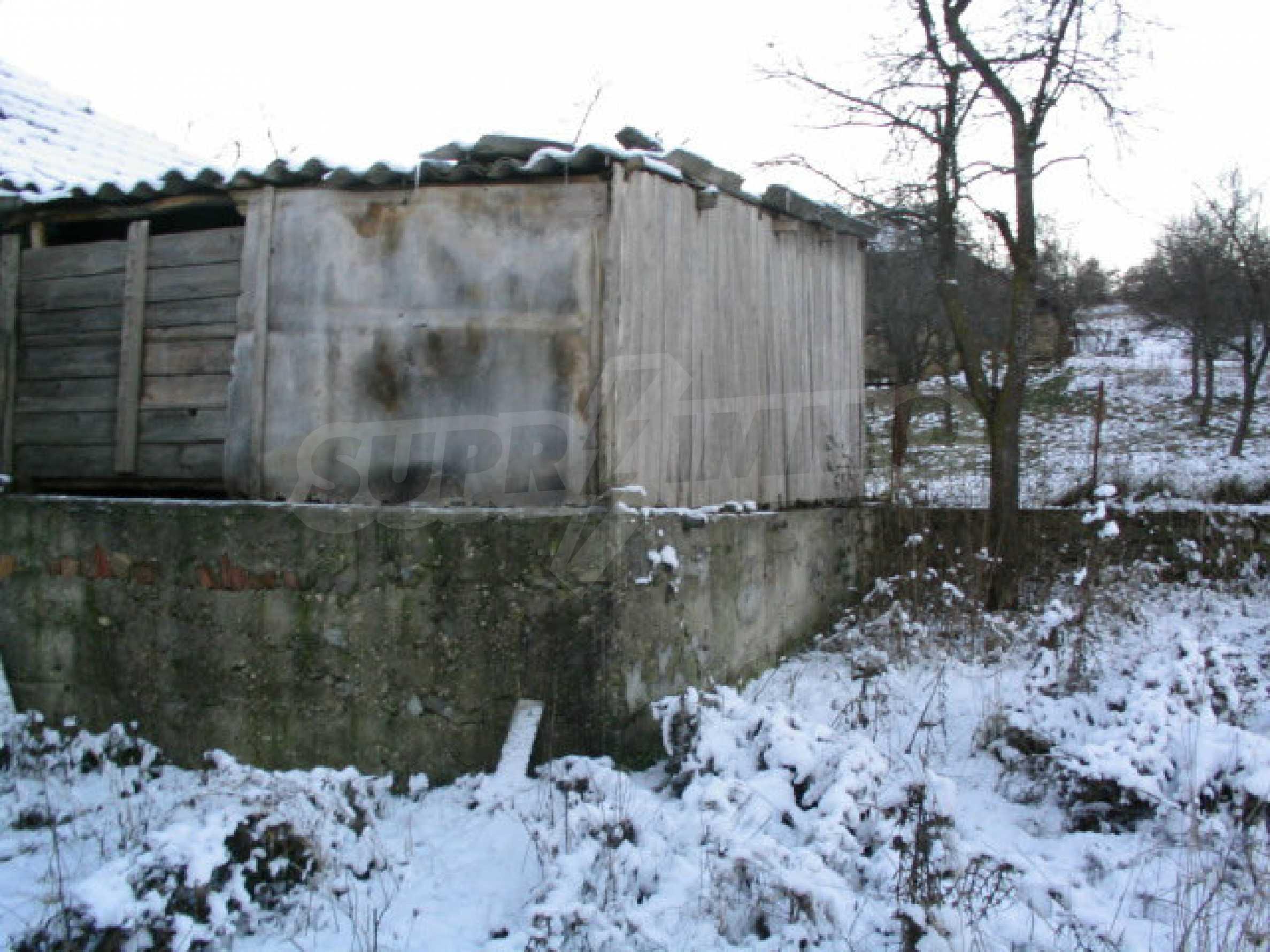 Zweistöckiges massives Haus mit Garage und neben einem kleinen Fluss im Herzen von Stara Planina 6