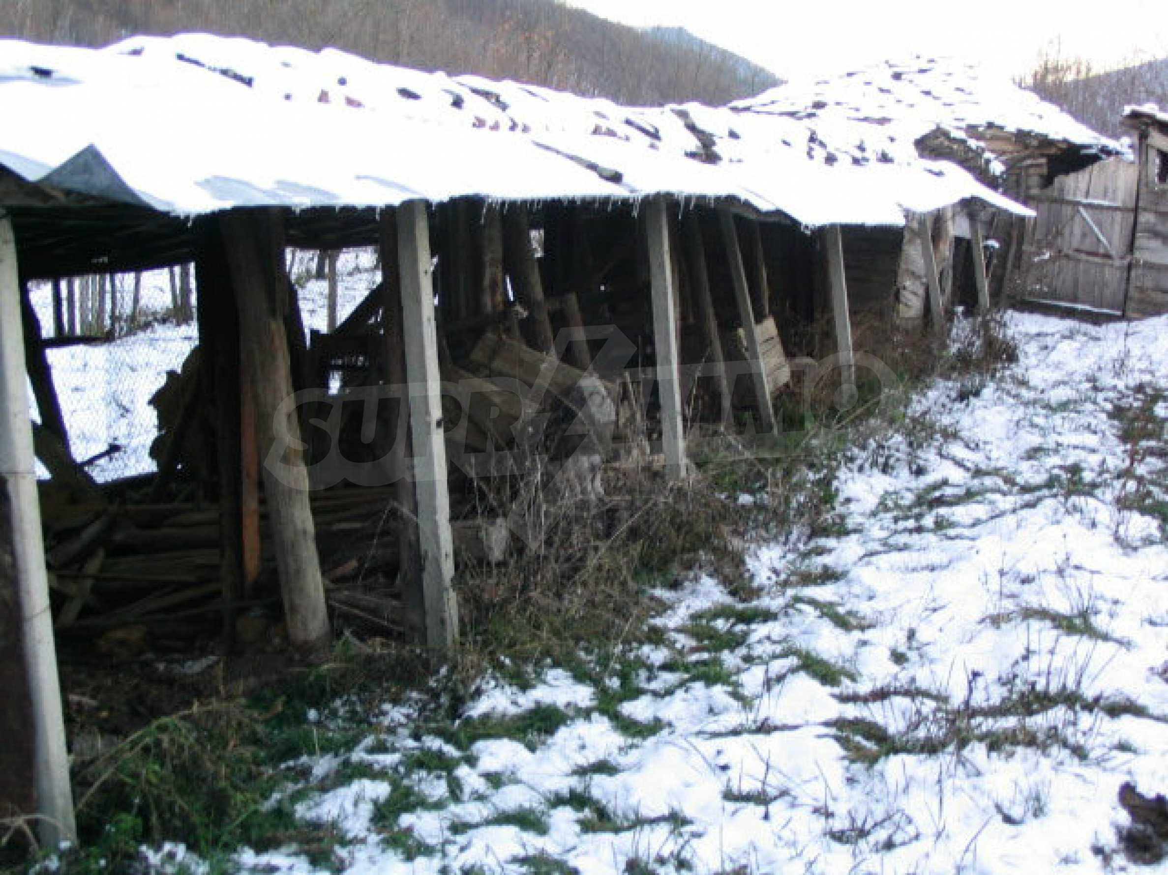 Zweistöckiges massives Haus mit Garage und neben einem kleinen Fluss im Herzen von Stara Planina 7