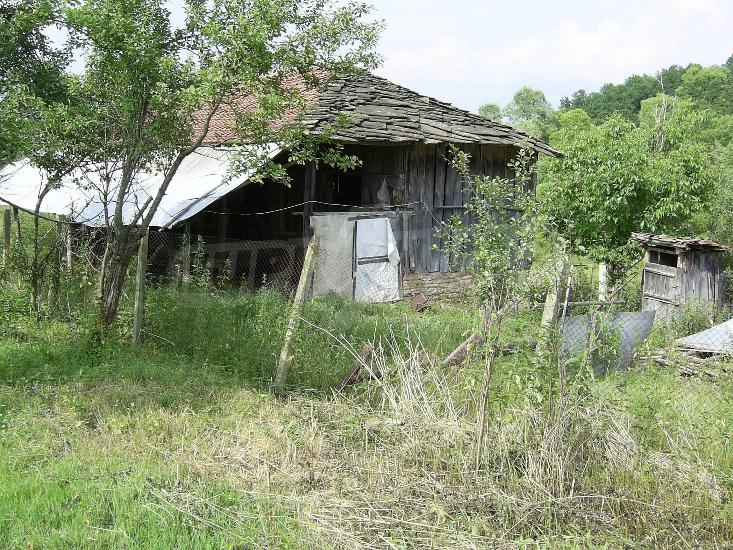 Zweistöckiges massives Haus mit Garage und neben einem kleinen Fluss im Herzen von Stara Planina 1