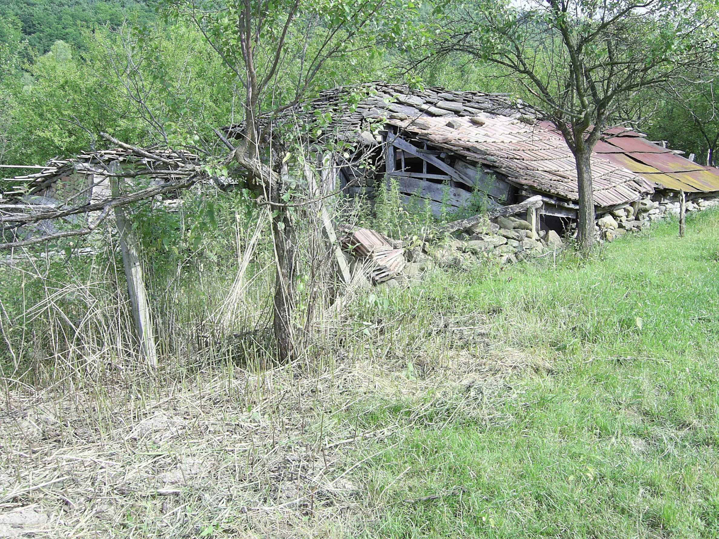 Zweistöckiges massives Haus mit Garage und neben einem kleinen Fluss im Herzen von Stara Planina 2