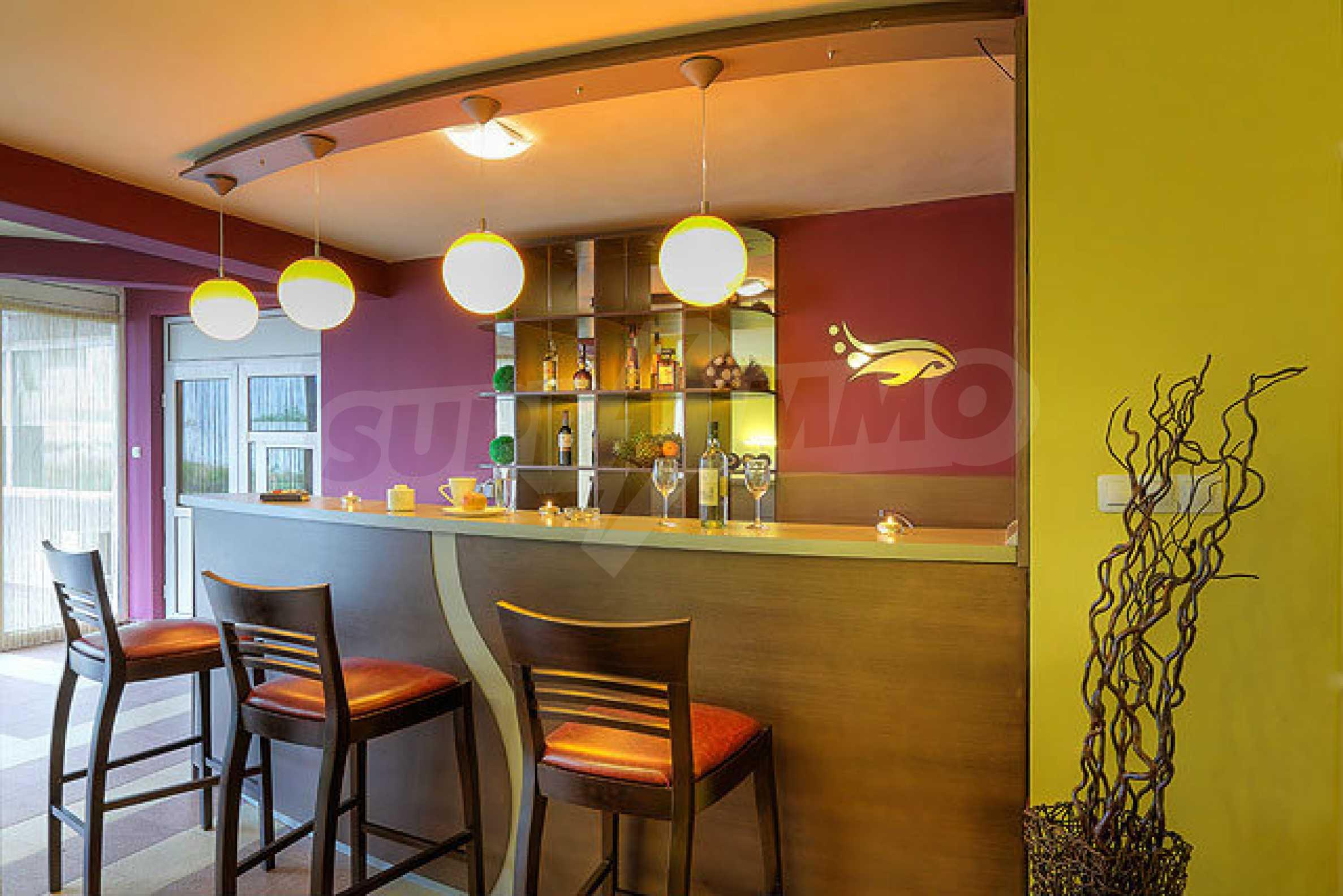 Café-Bar mit ausgestatteter Küche in Danubia Beach neben Widin und Fluss Donau