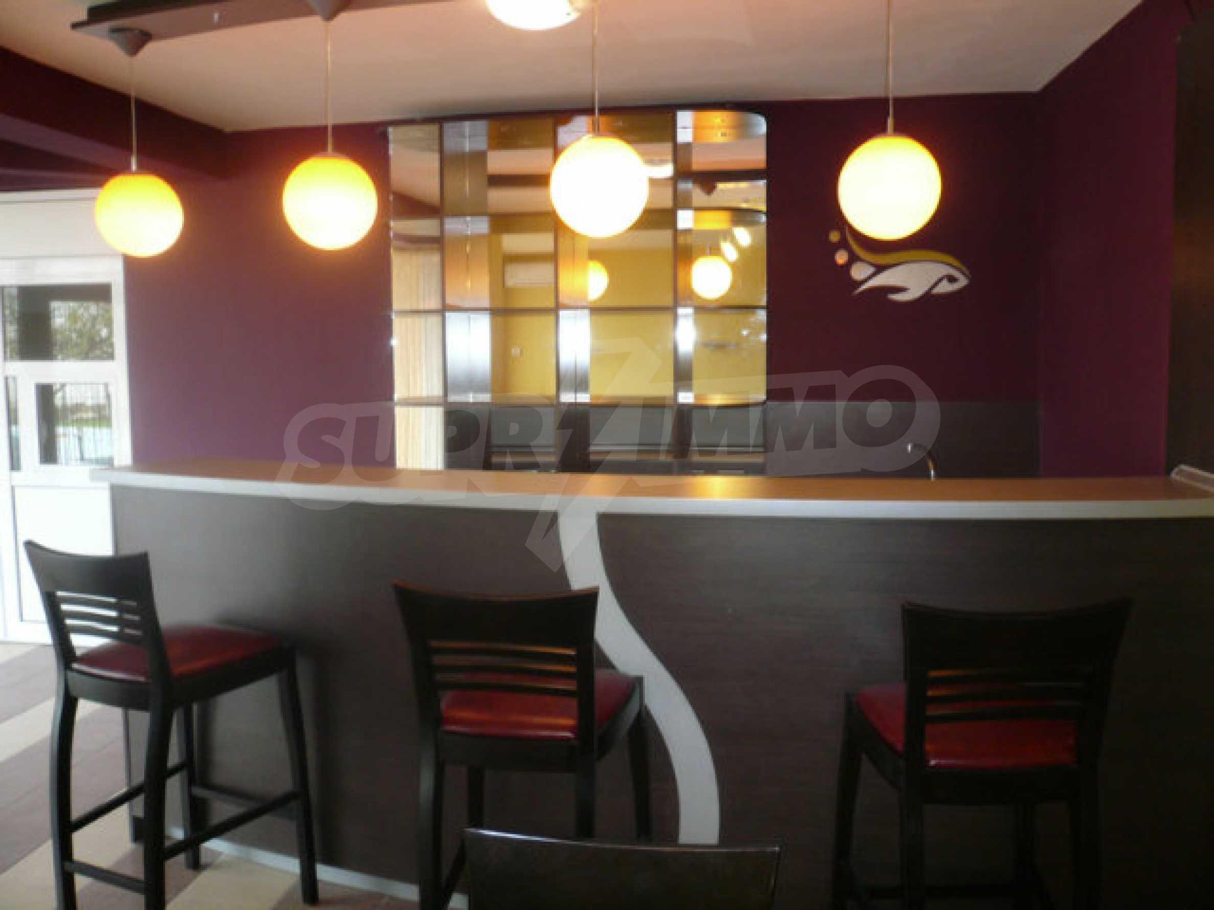 Café-Bar mit ausgestatteter Küche in Danubia Beach neben Widin und Fluss Donau 1