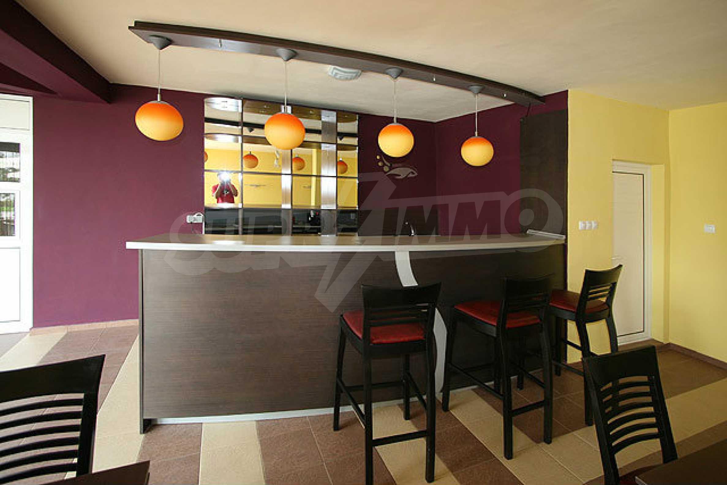 Café-Bar mit ausgestatteter Küche in Danubia Beach neben Widin und Fluss Donau 3