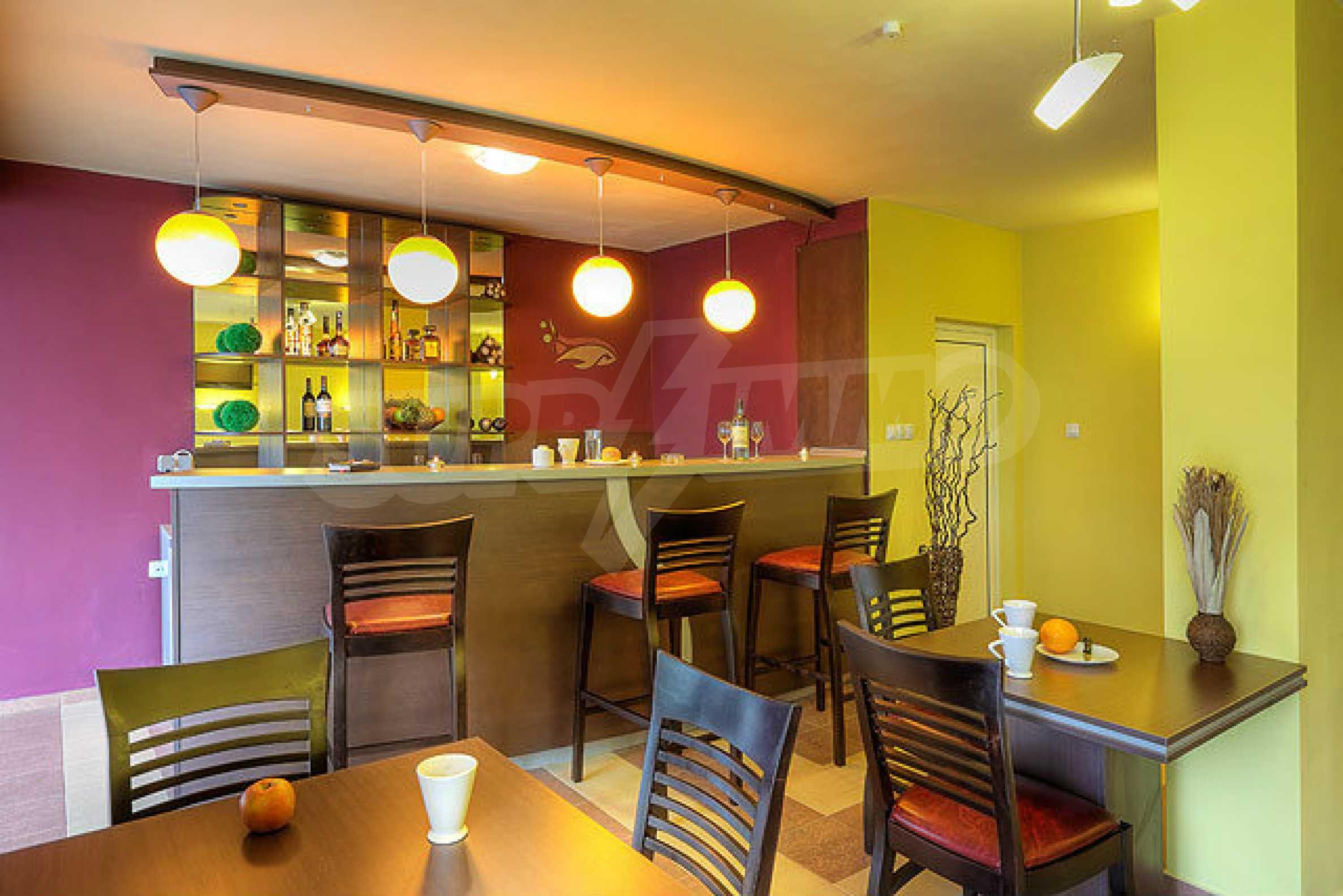 Café-Bar mit ausgestatteter Küche in Danubia Beach neben Widin und Fluss Donau 6