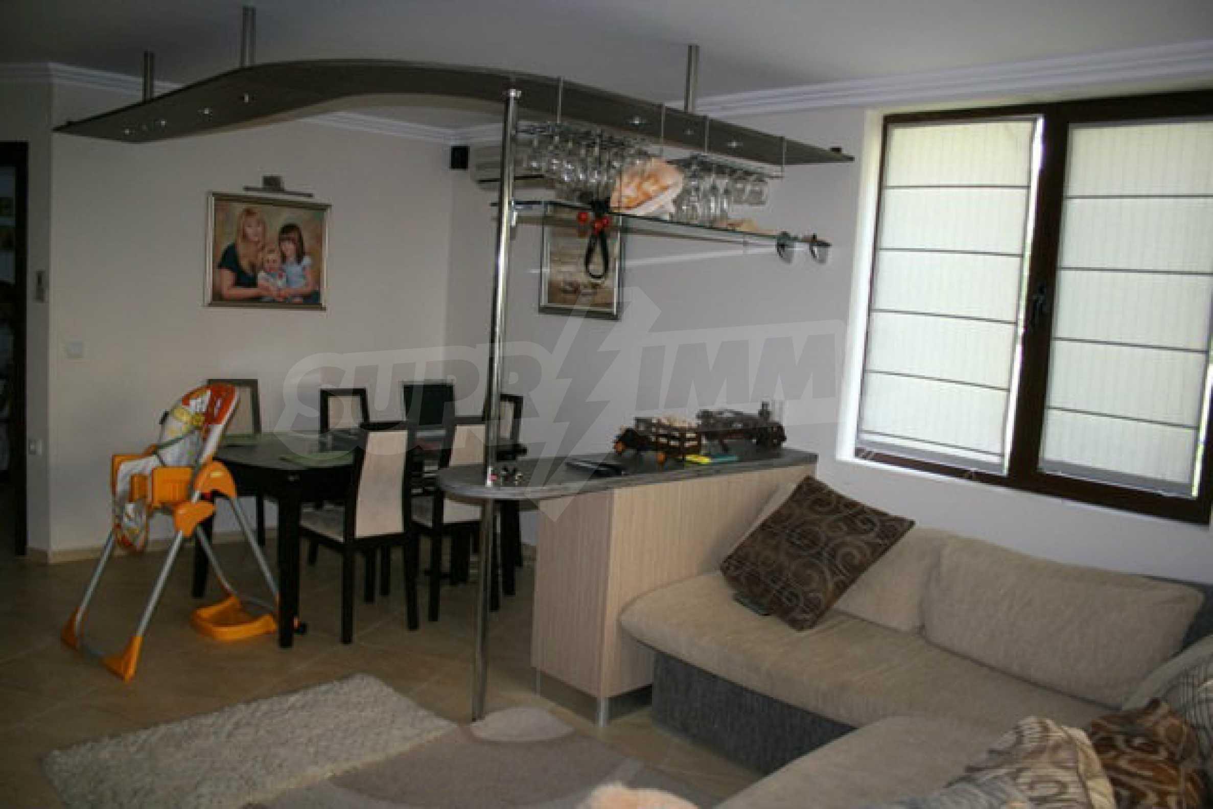 Große Wohnung in erster Meereslinie in Saint Vlas 1
