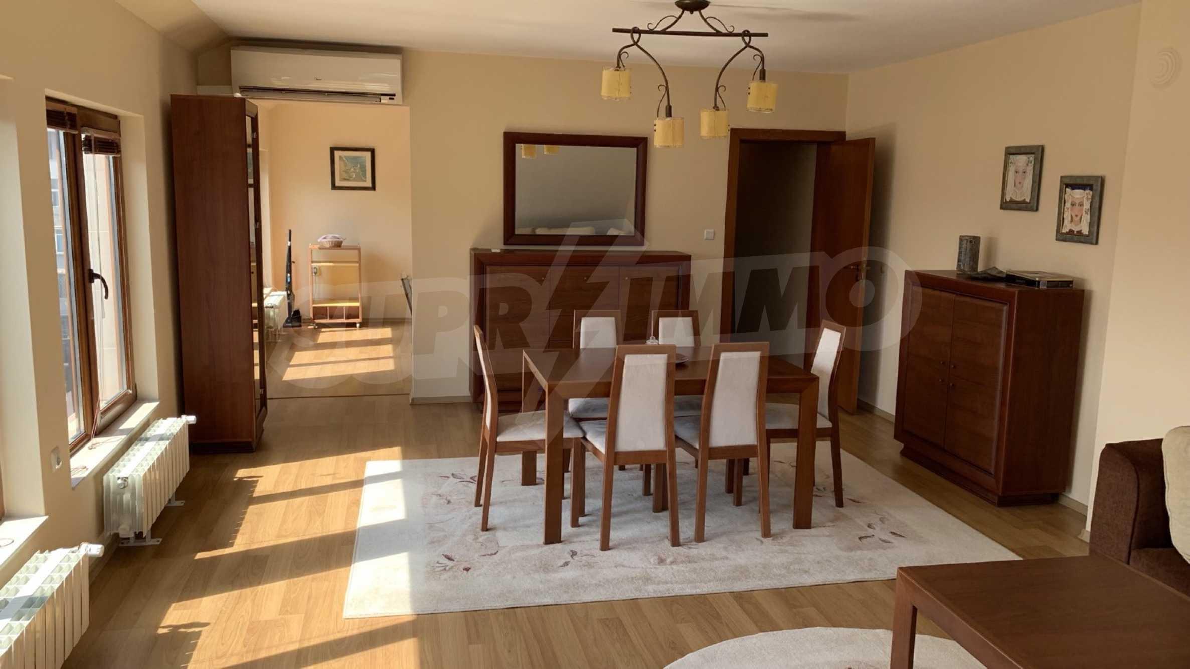 """Apartment \ """"Prism \"""" - Penthouse mit einem Schlafzimmer zur Miete im Zentrum von Varna 1"""