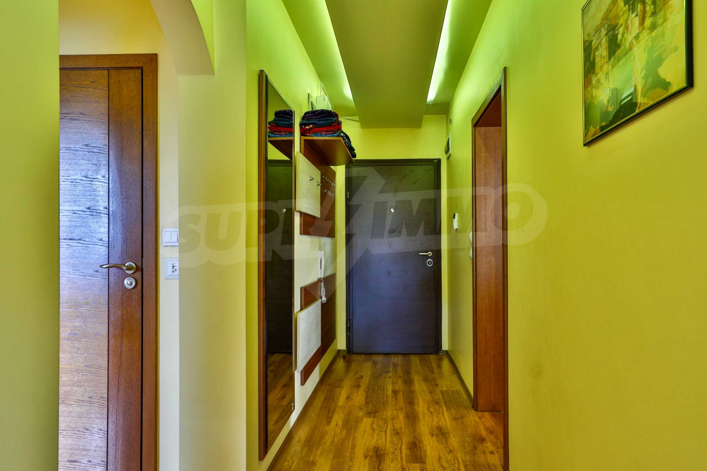 Large apartment with panoramic views 16