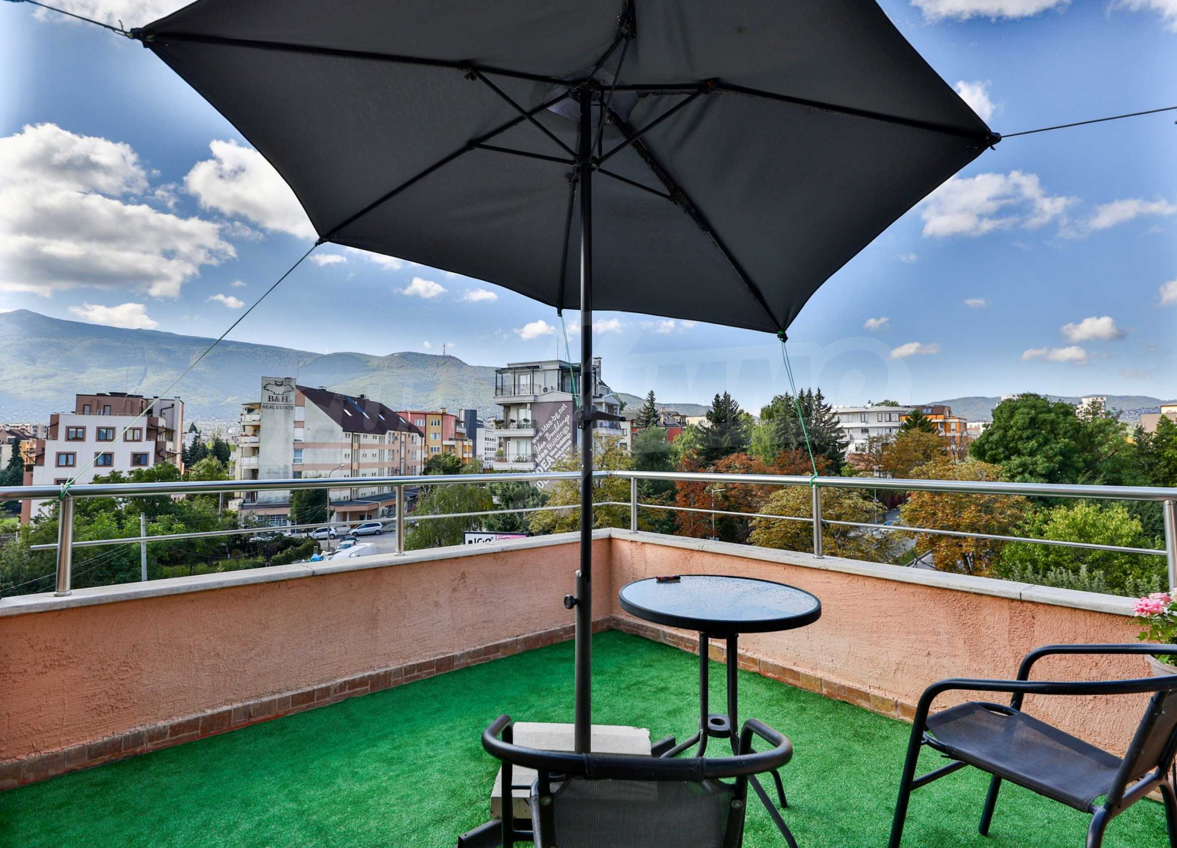 Large apartment with panoramic views 17
