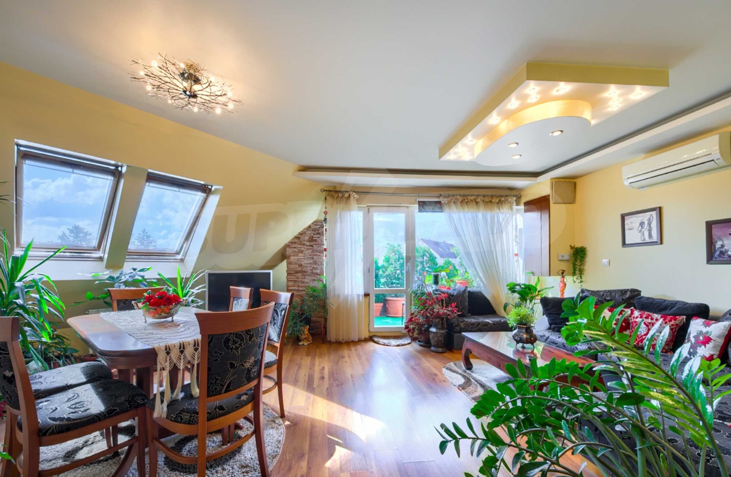 Large apartment with panoramic views 1