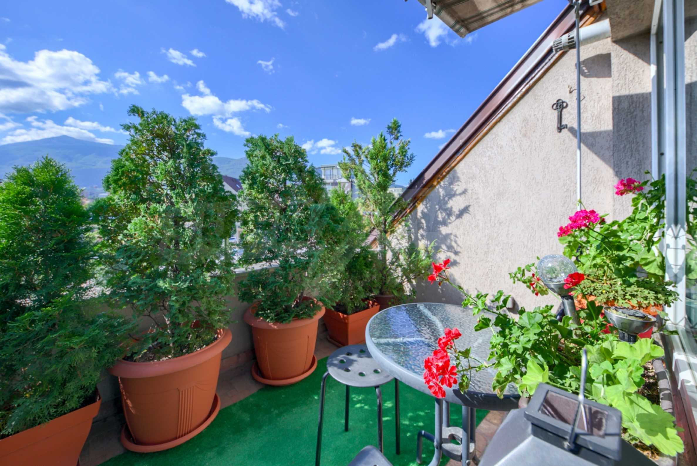 Large apartment with panoramic views 8