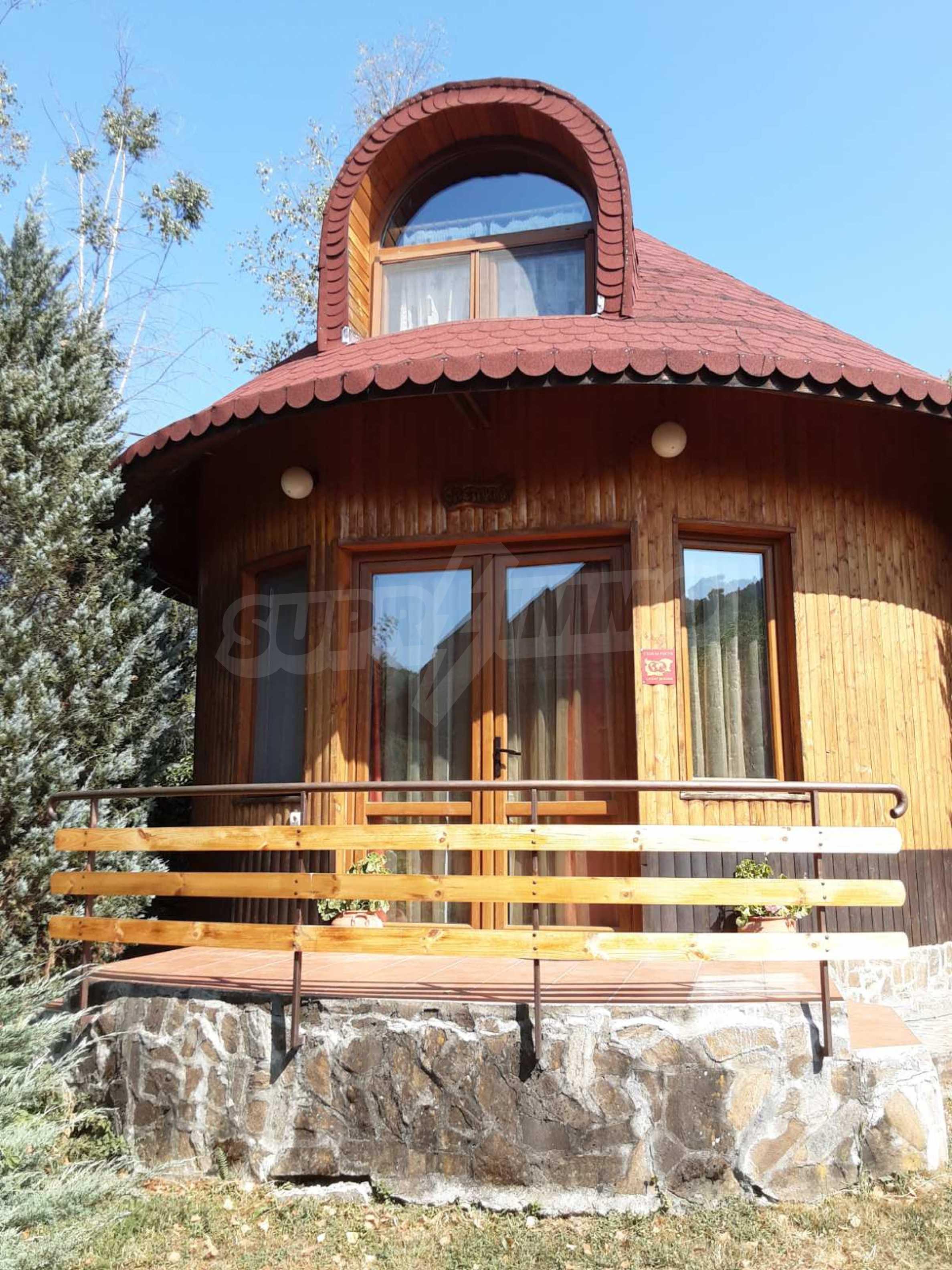 Кръгла еко къща във вилно селище в Троянския Балкан  5
