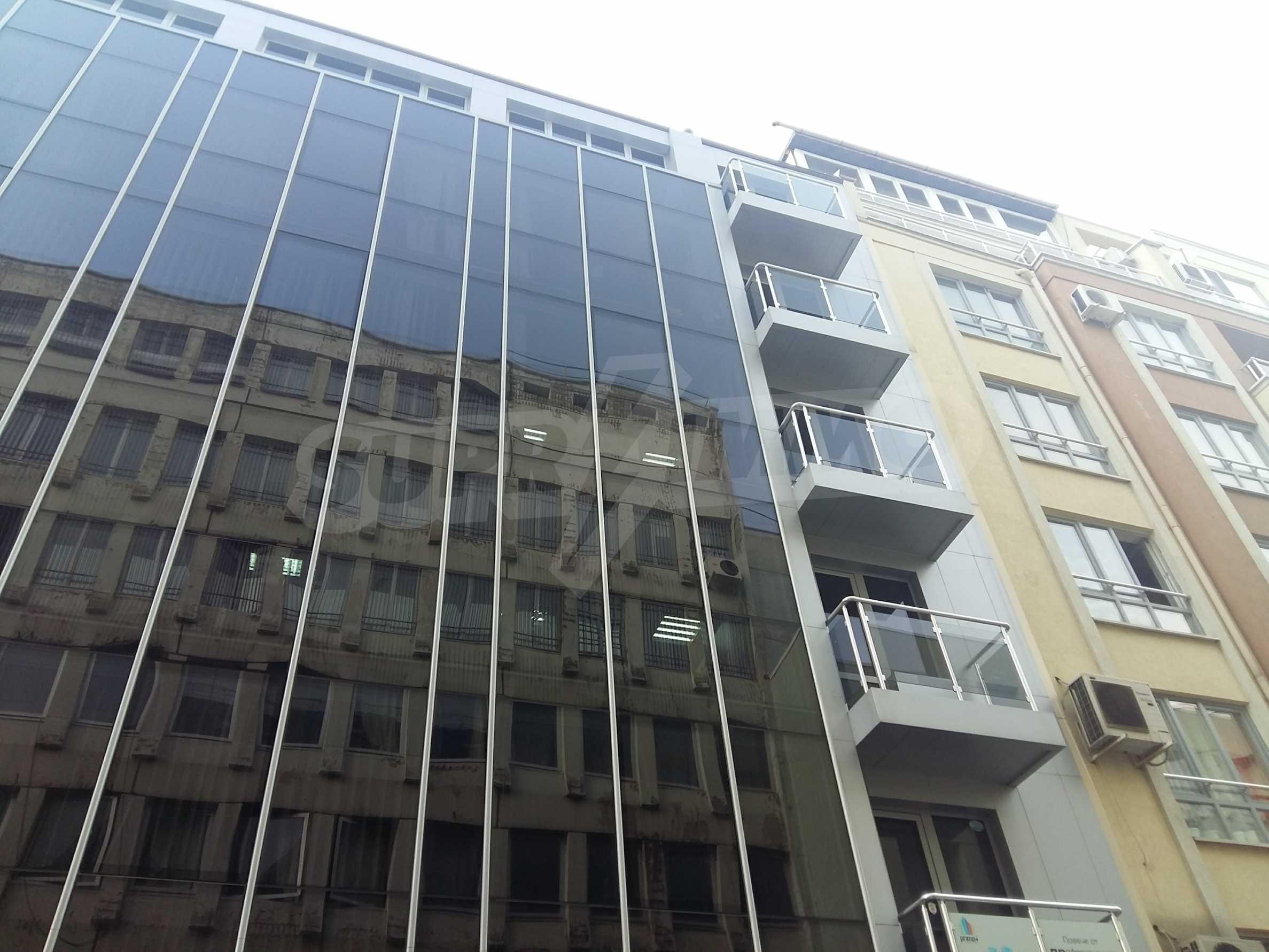 Офис в нова сграда близо до метростанция  2