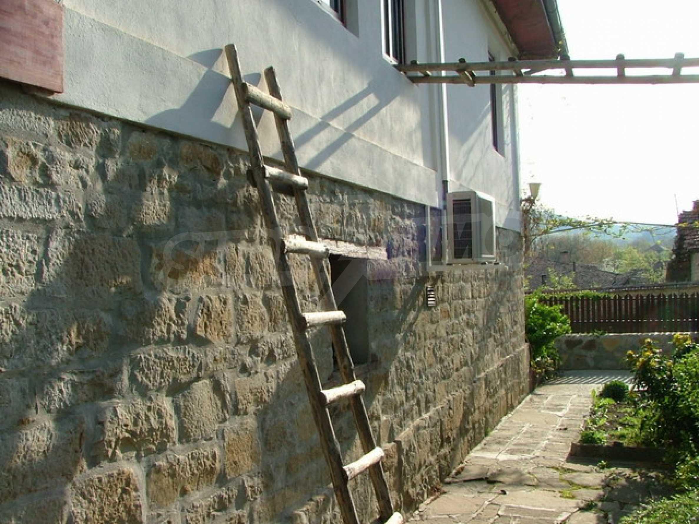 Стилно реновирана вила на 12 км. от В. Търново 30