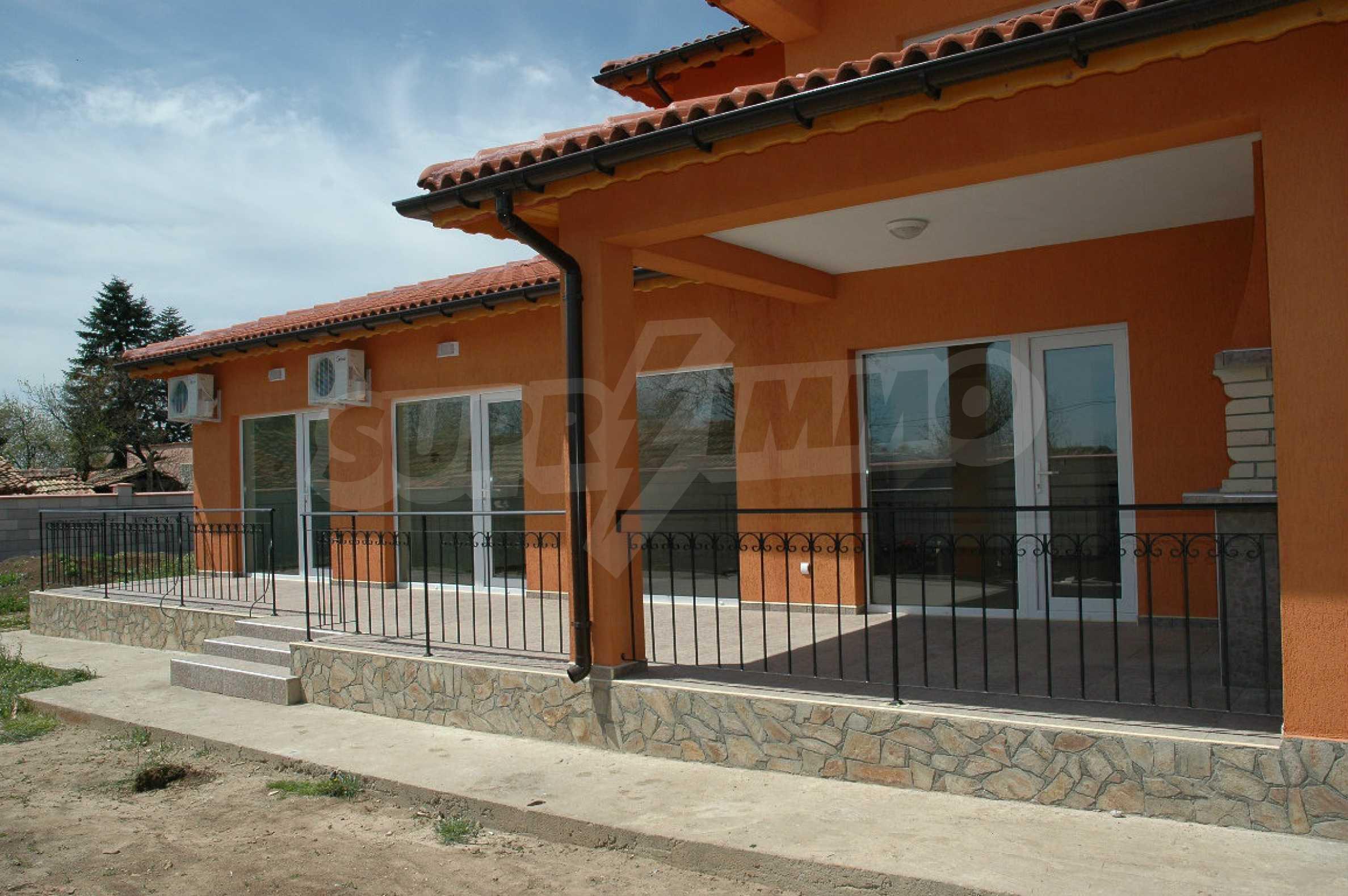 Neugebautes zweistöckiges Haus in der Nähe von Balchik 4