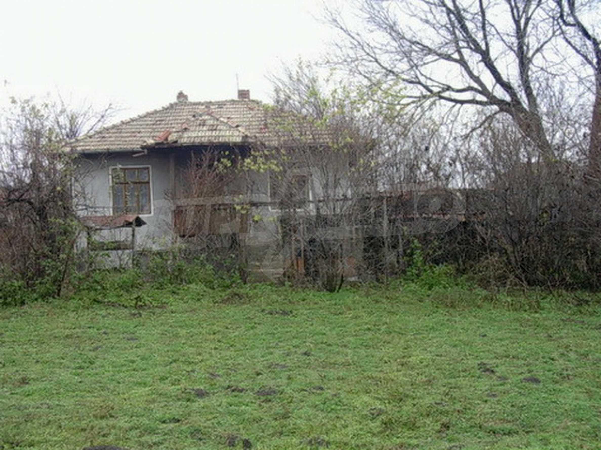 Двуетажна къща в развито село на 37 км от Велико Търново
