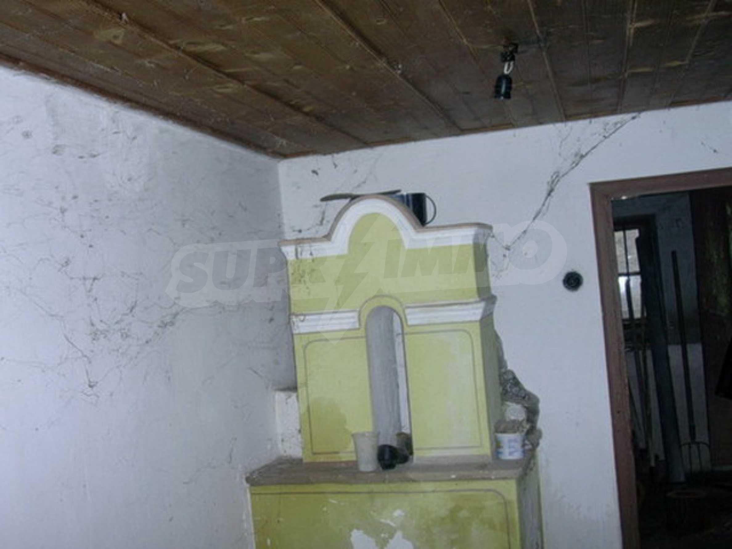 Двуетажна къща в развито село на 37 км от Велико Търново 1
